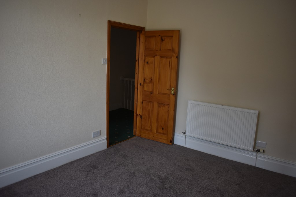 3 Bedroom Mid Terraced House - Image 21