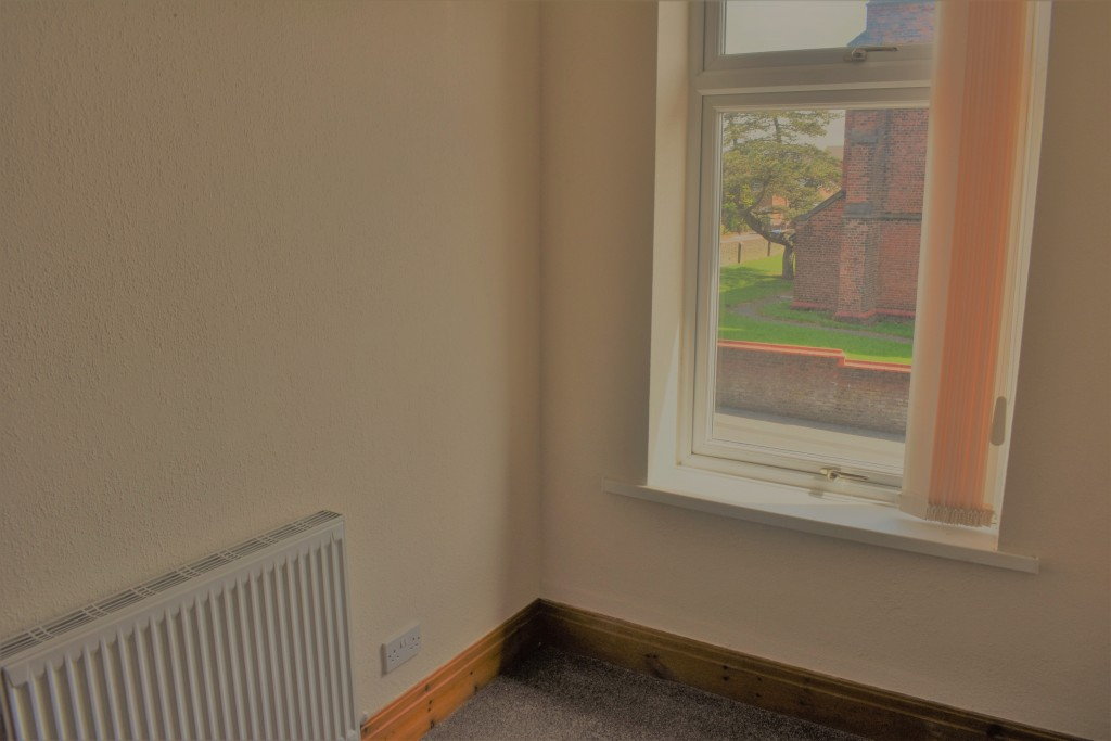 3 Bedroom Mid Terraced House - Image 24