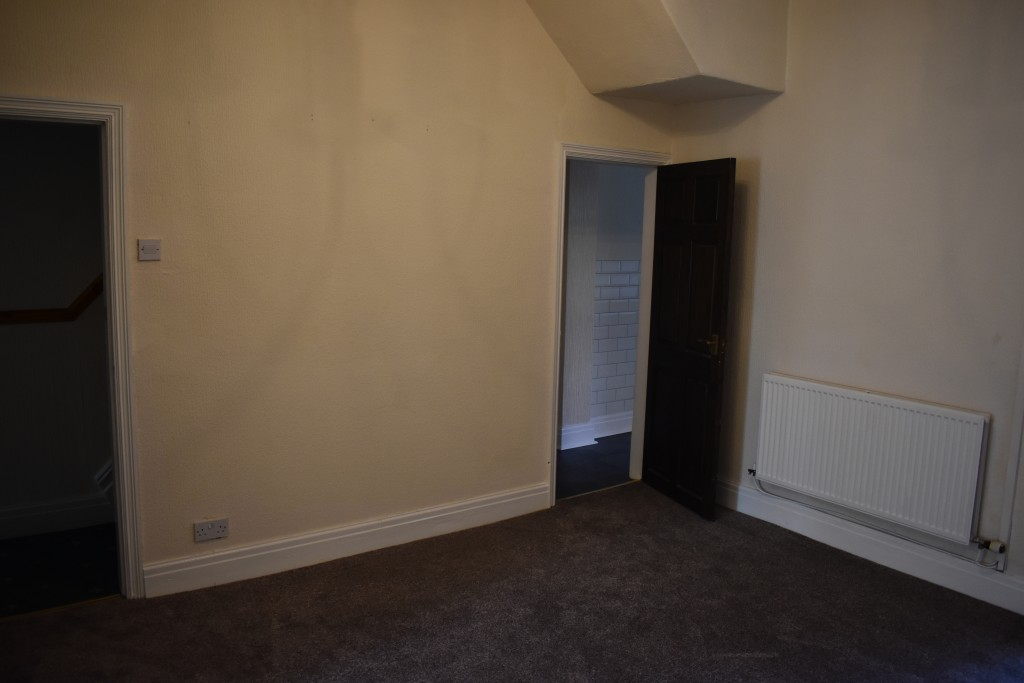 3 Bedroom Mid Terraced House - Image 9