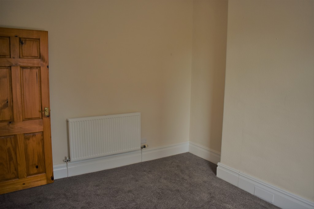 3 Bedroom Mid Terraced House - Image 22