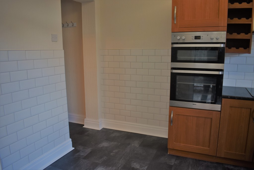 3 Bedroom Mid Terraced House - Image 14