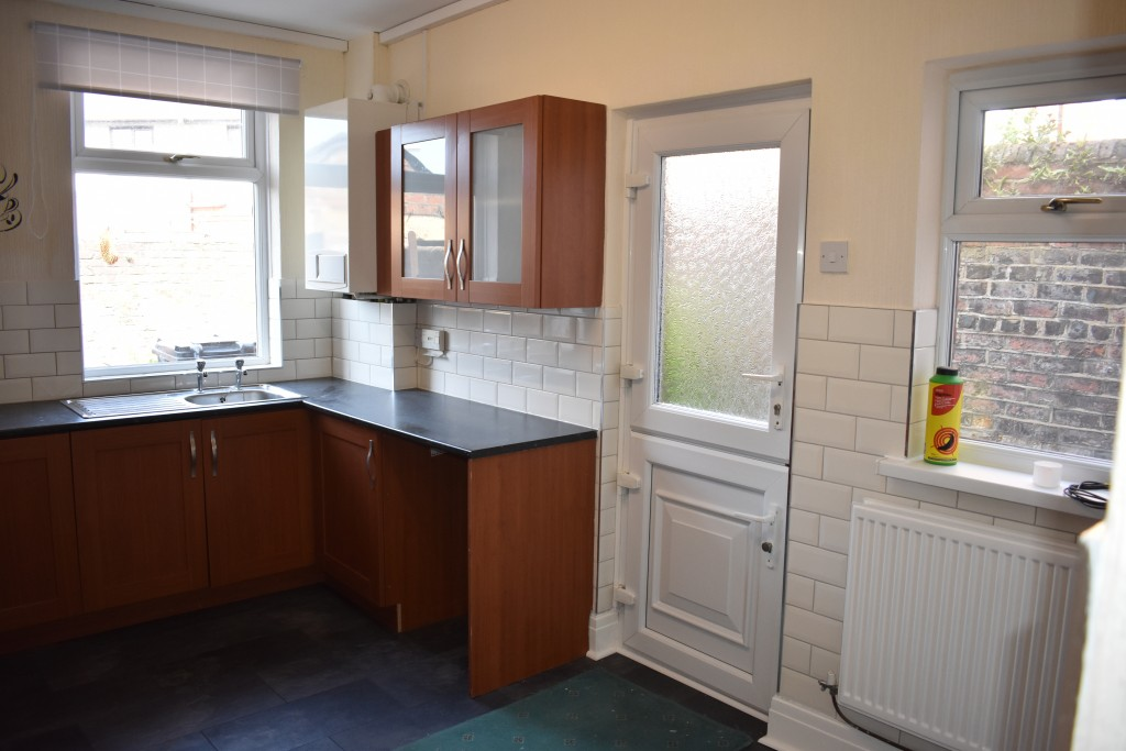 3 Bedroom Mid Terraced House - Image 12