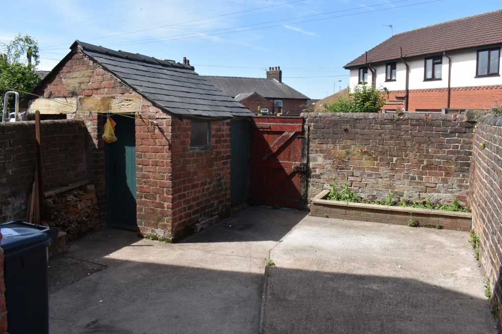 3 Bedroom Mid Terraced House - Image 32