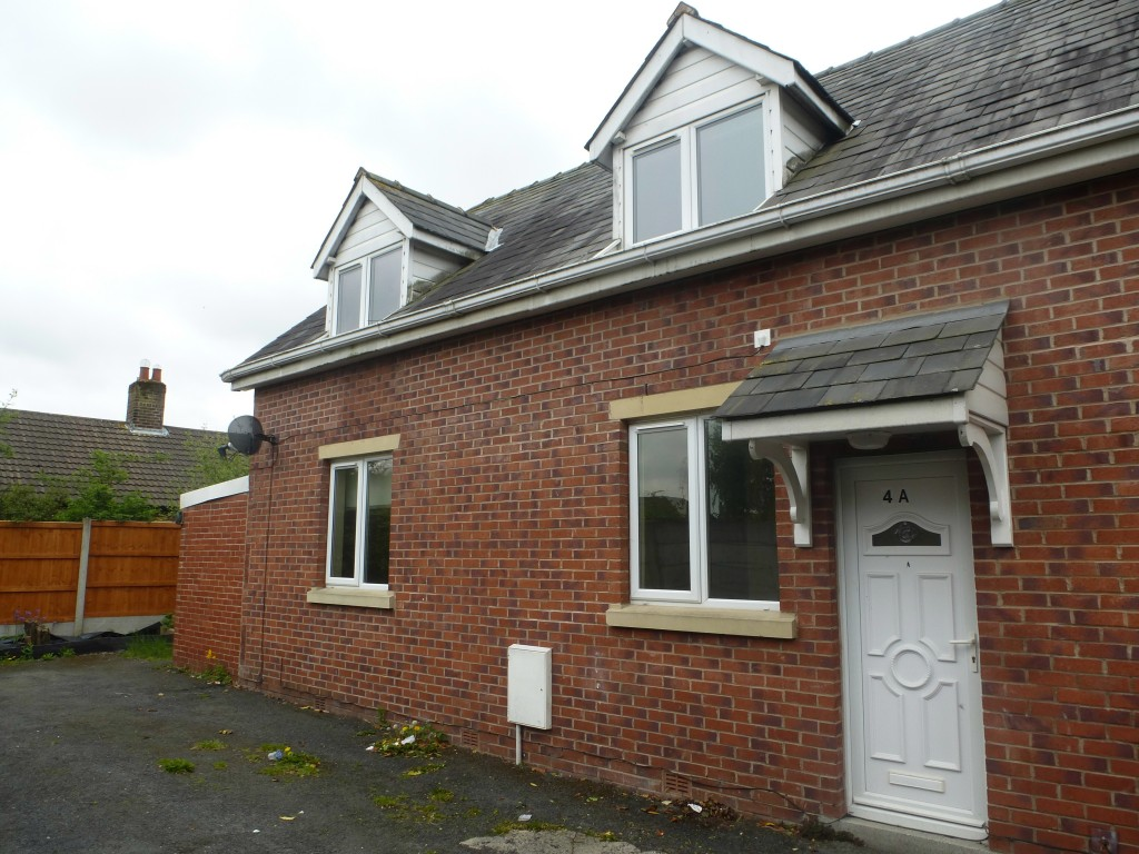 3 bedroom semi-detached house Let Agreed in Preston - Property photograph