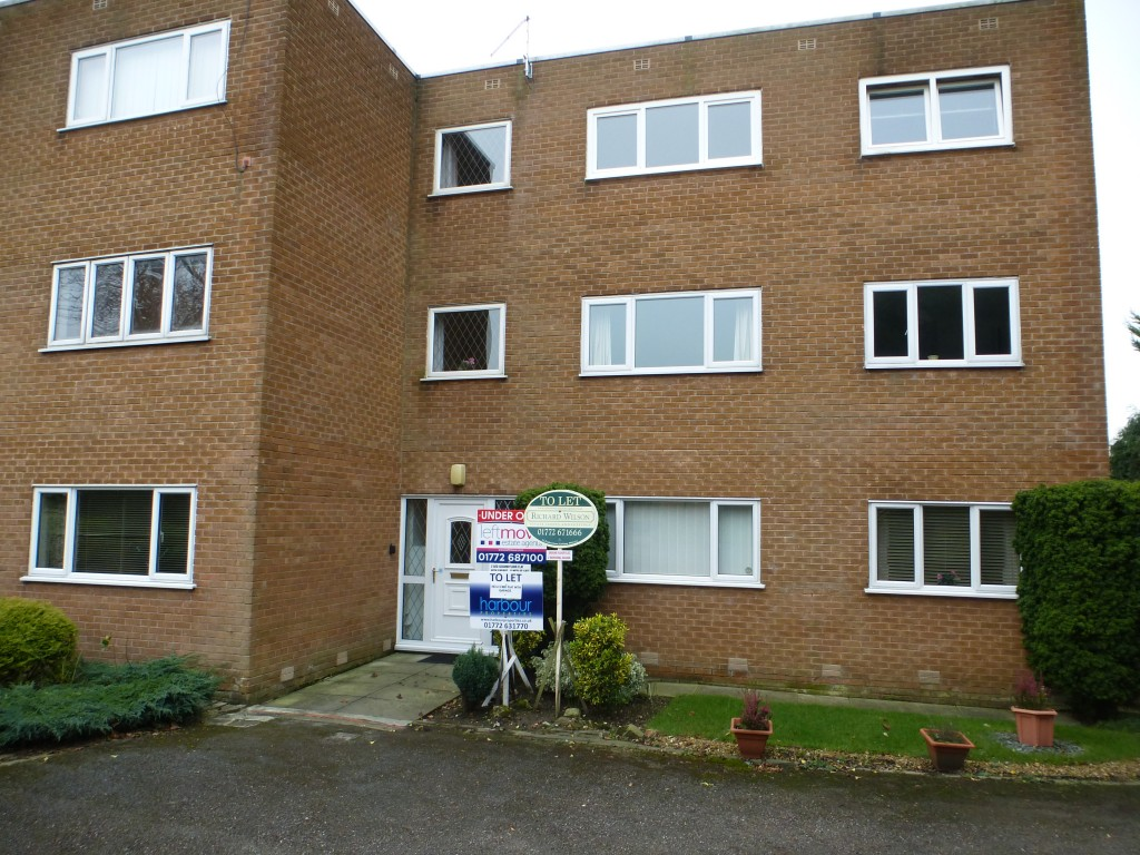 2 bedroom ground floor flat/apartment To Let in Wesham - Property photograph