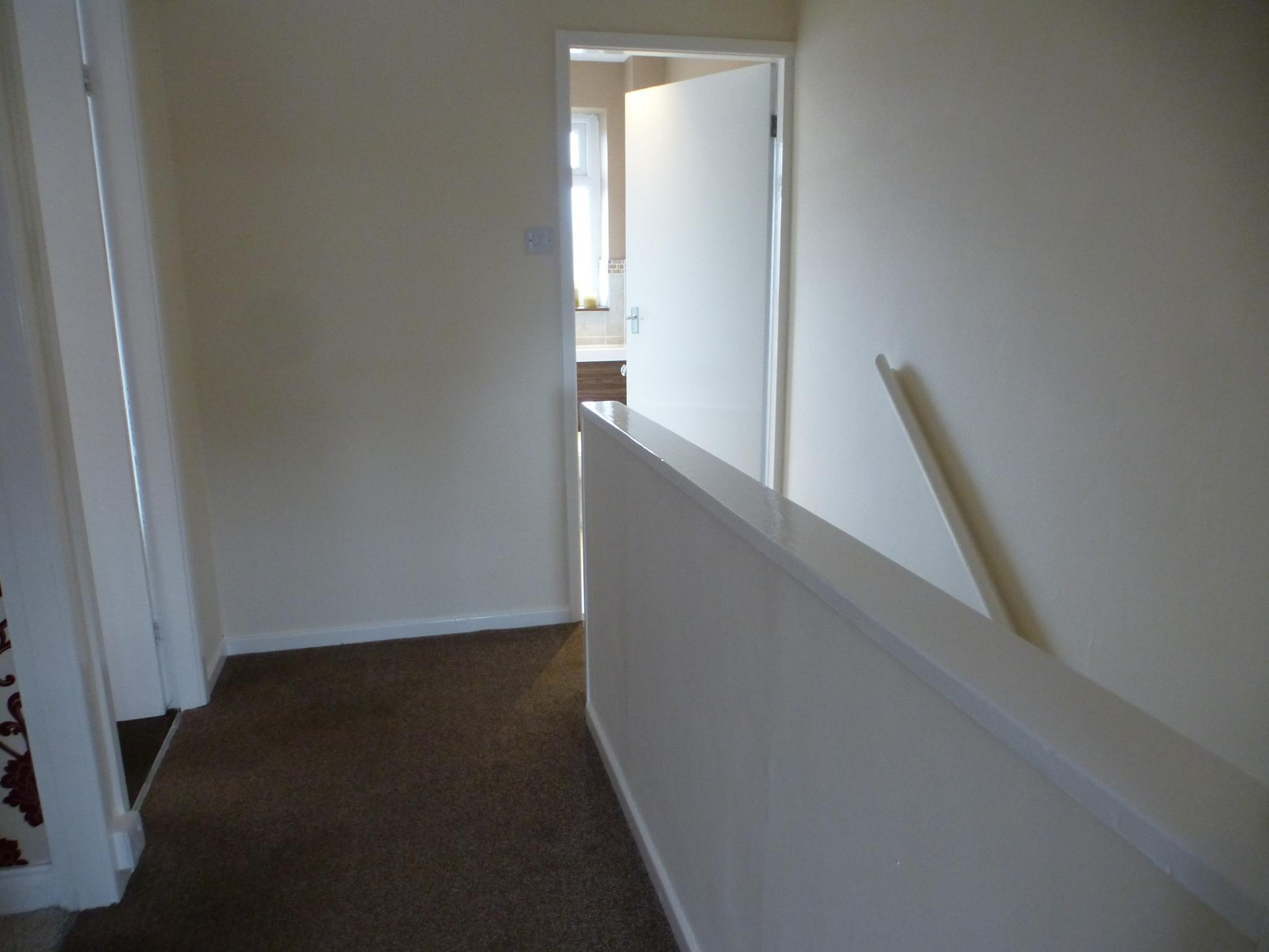 3 Bedroom Mid Terraced House For Sale - Image 7