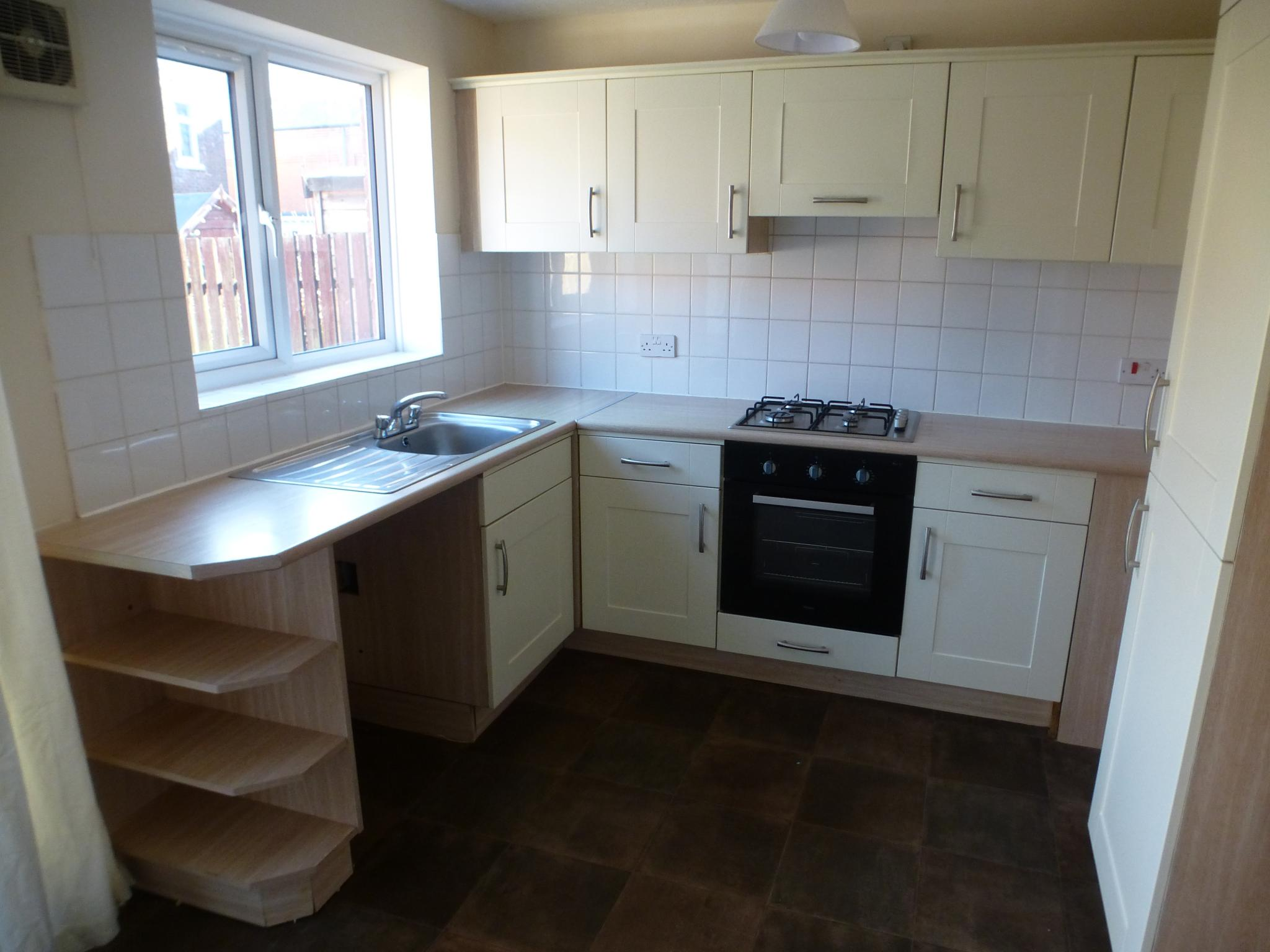 2 bedroom mid terraced house To Let in Preston - Property photograph