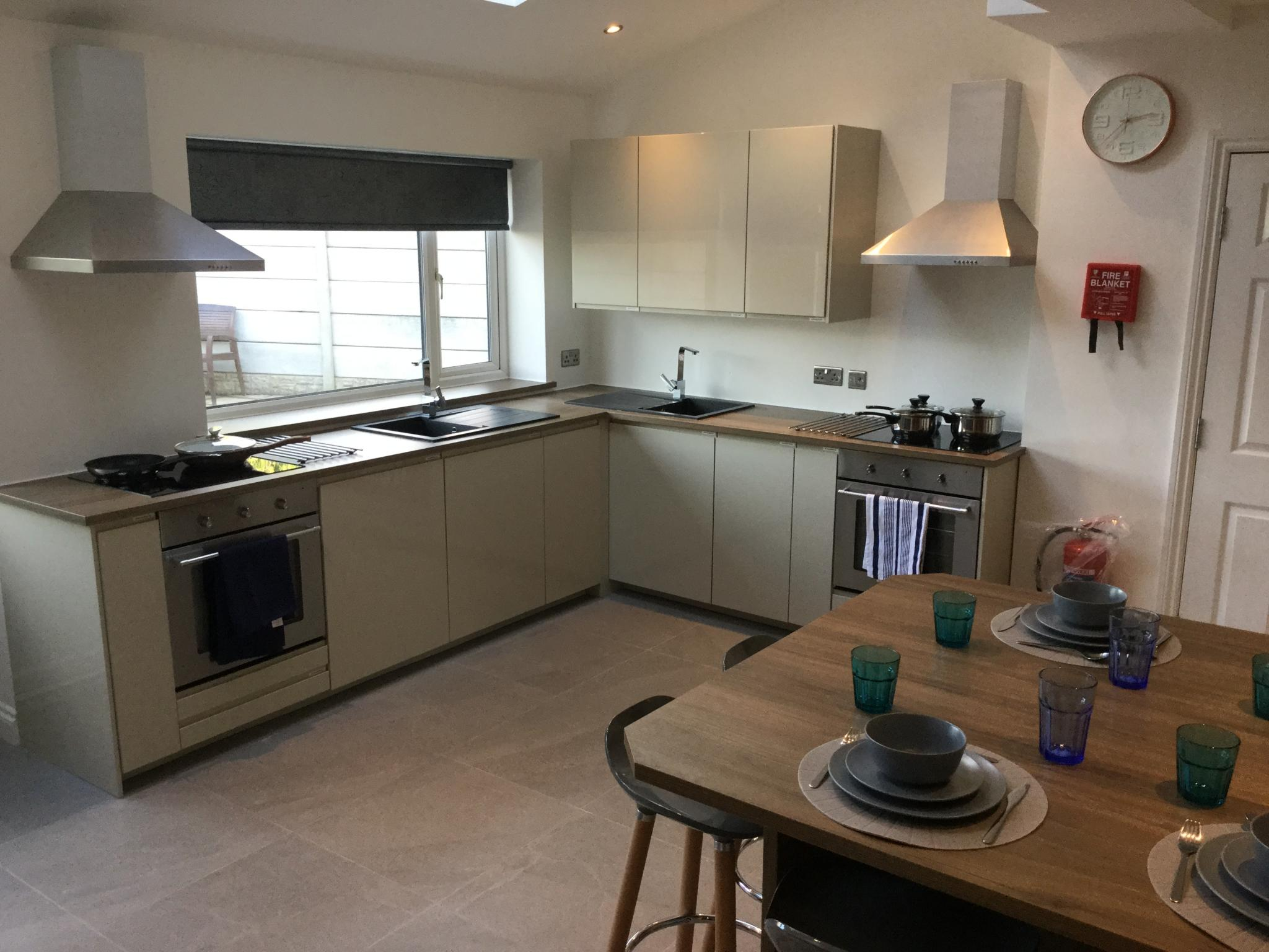1 Bedroom Semi-detached House To Rent - Kitchen and Dining