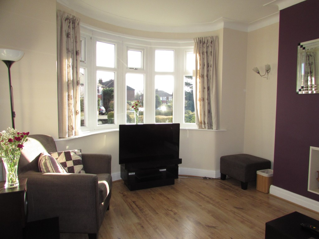3 bedroom semi detached house for sale in 33 pendlebury road 3 bedroom semi detached house for sale lounge