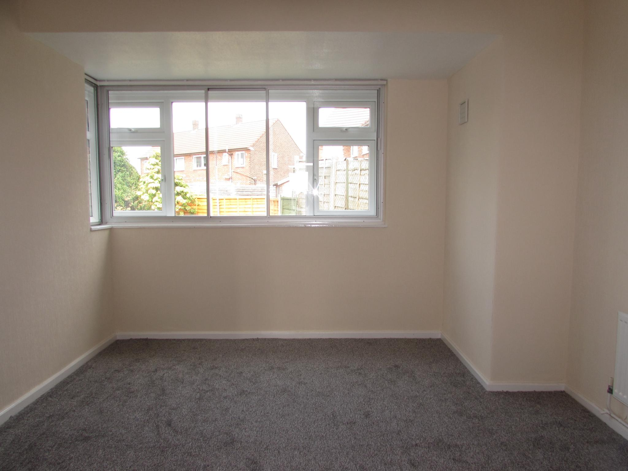 4 Bedroom Mid Terraced House For Sale - Photograph 5