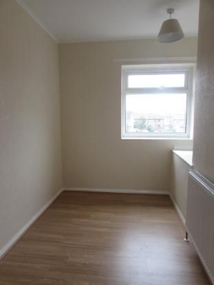 3 Bedroom End Terraced House To Rent - Bedroom Three