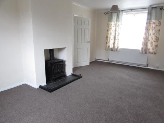 3 Bedroom End Terraced House To Rent - Lounge