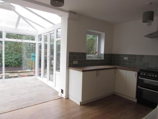 3 Bedroom End Terraced House To Rent - Kitchen
