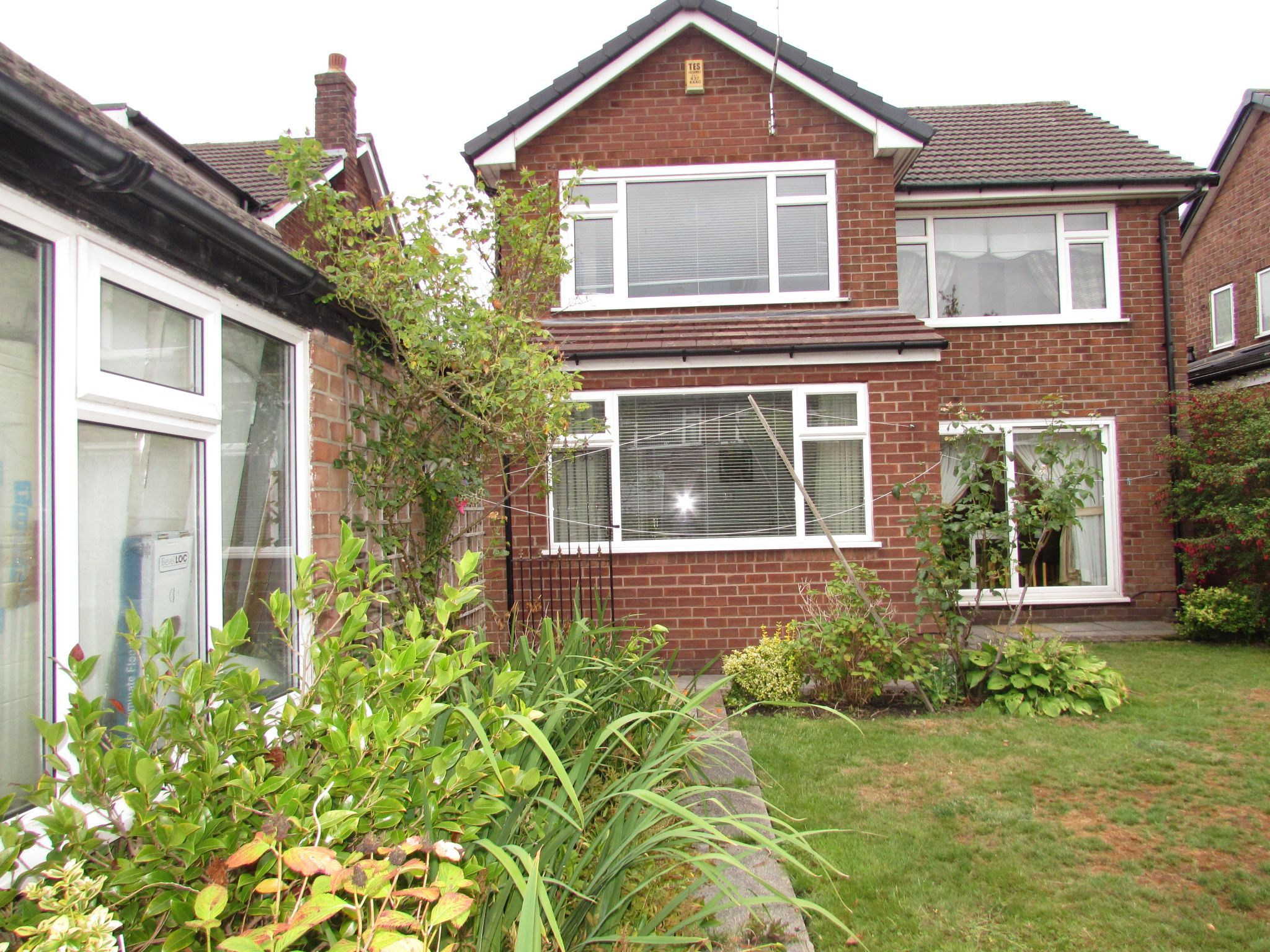 3 Bedroom Detached House For Sale - Photograph 17