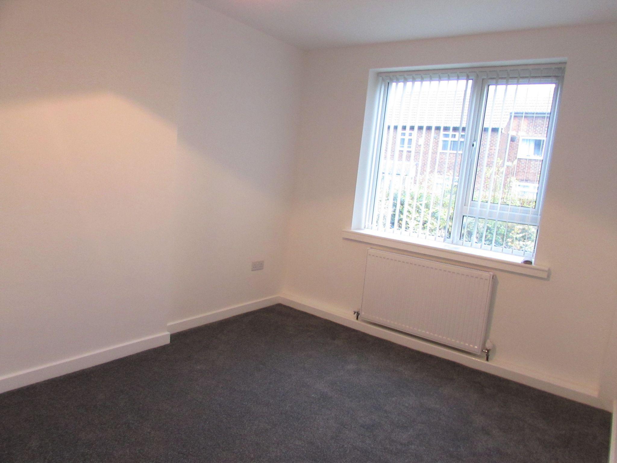 2 Bedroom Ground Floor Flat/apartment To Rent - Photograph 10
