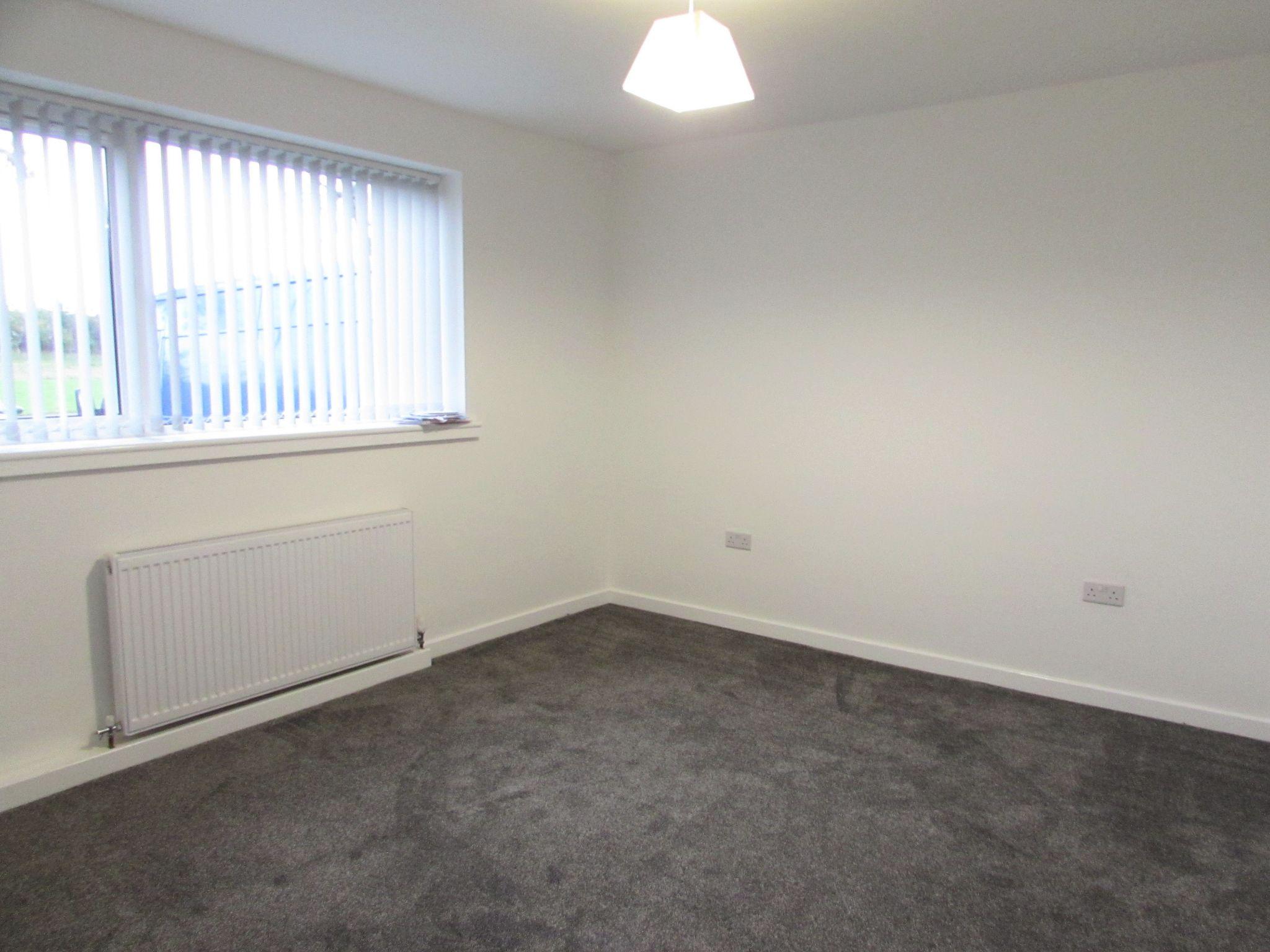 2 Bedroom Ground Floor Flat/apartment To Rent - Photograph 11