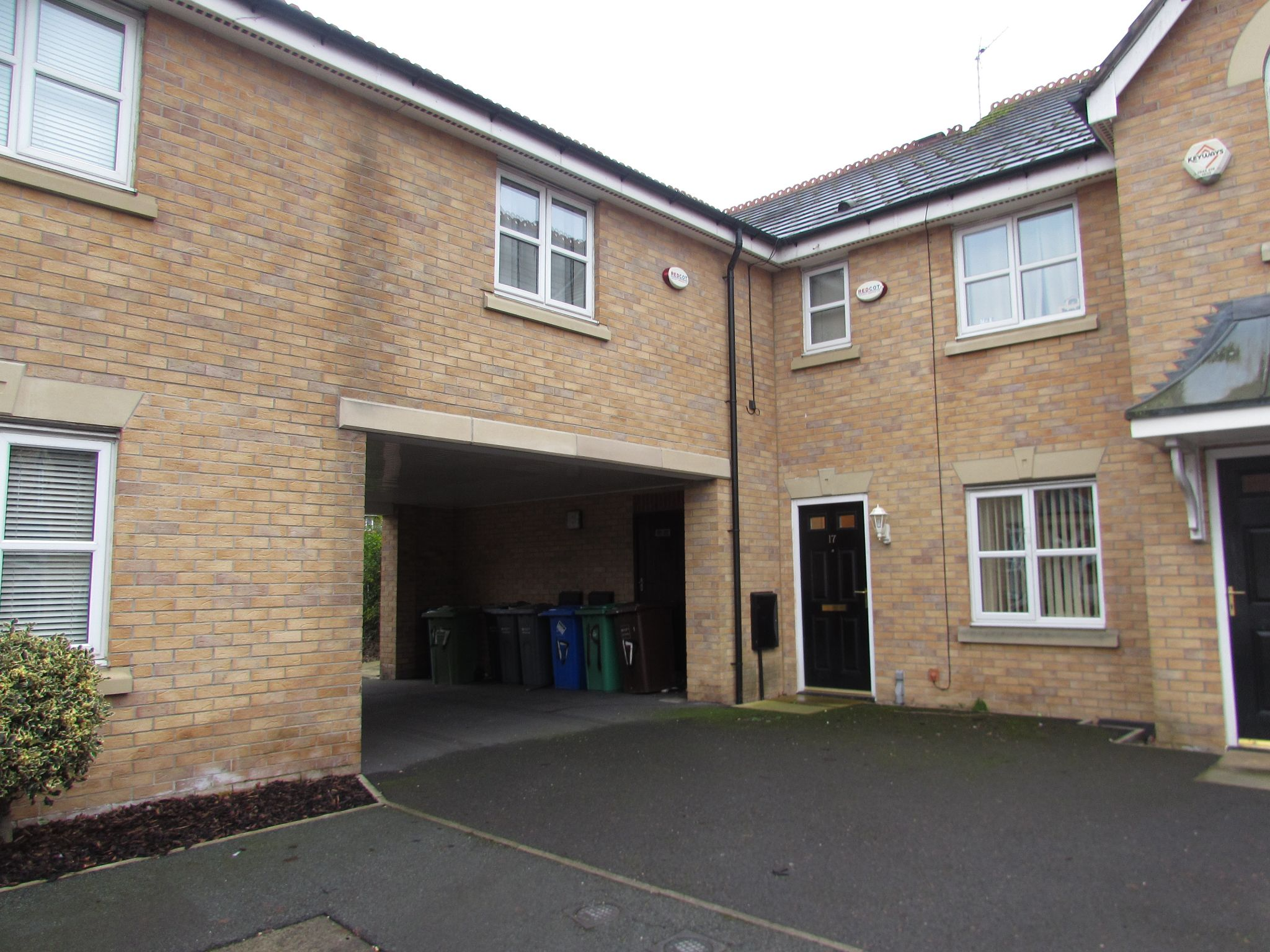 2 Bedroom Mews House To Rent - Front