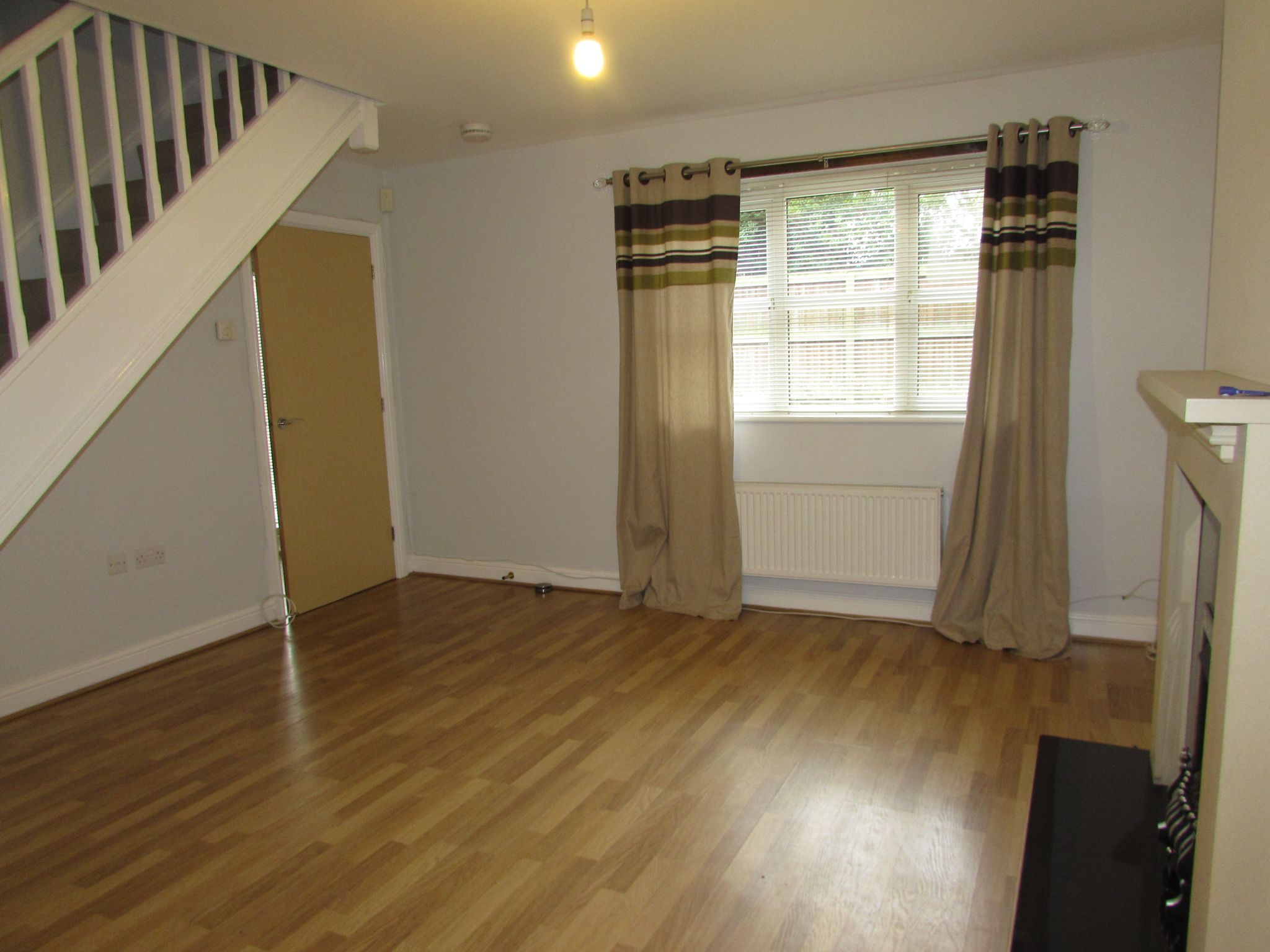 2 Bedroom Mews House To Rent - Lounge
