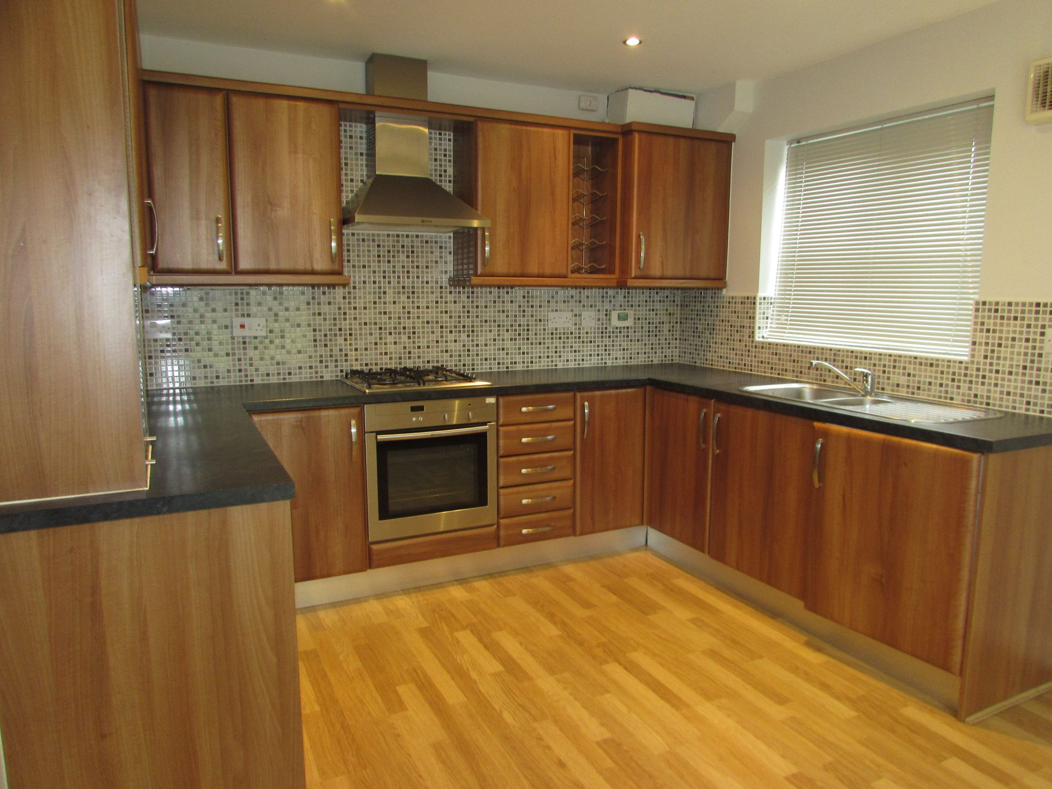 2 Bedroom Mews House To Rent - Kitchen