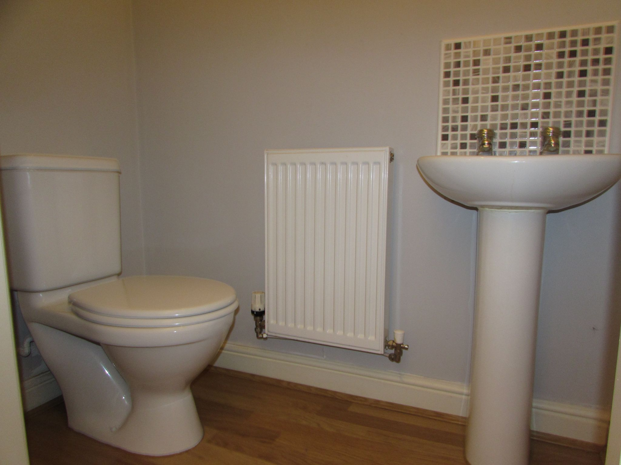2 Bedroom Mews House To Rent - Downstairs WC