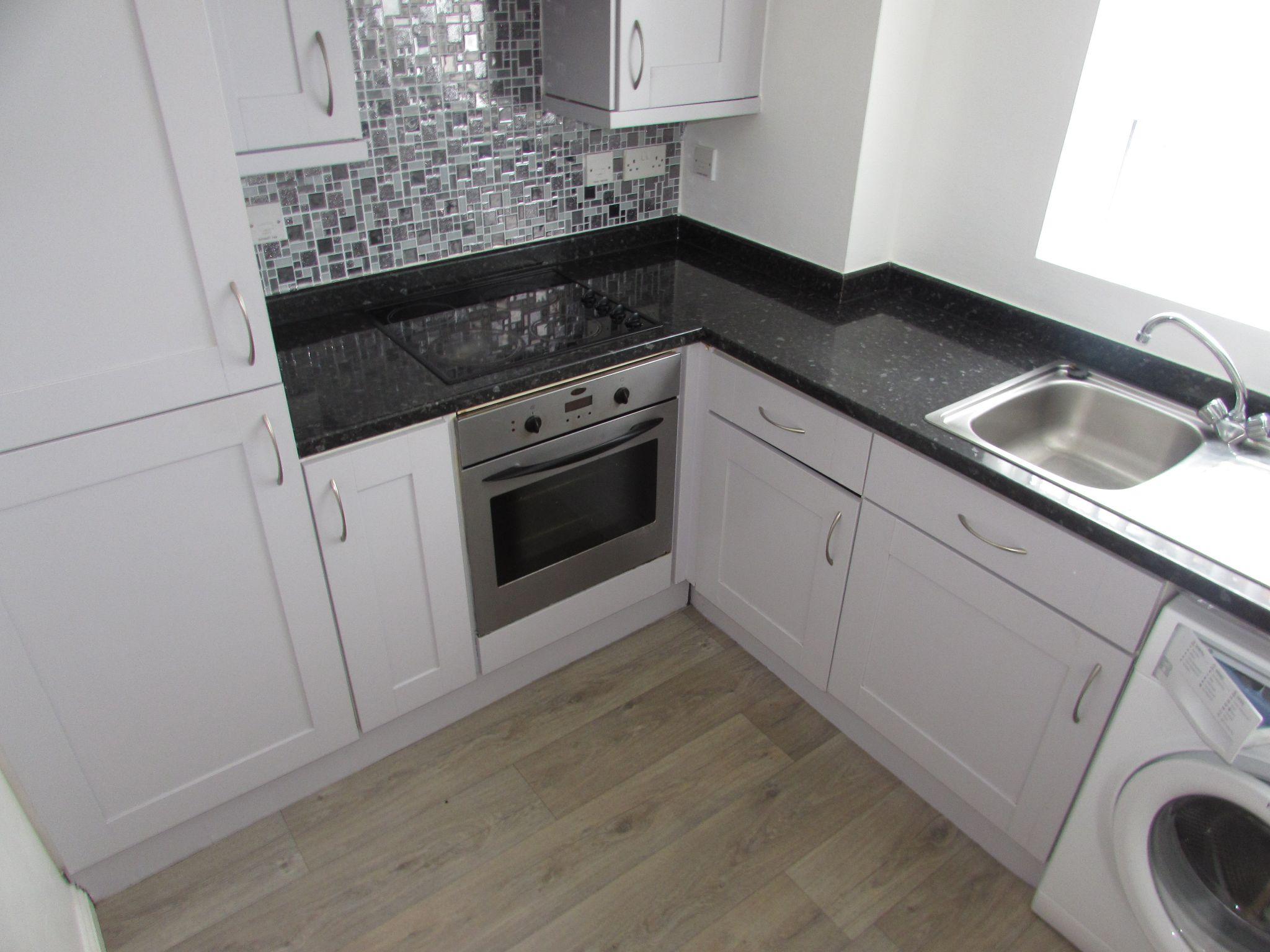 2 Bedroom Ground Floor Flat/apartment To Rent - kitchen