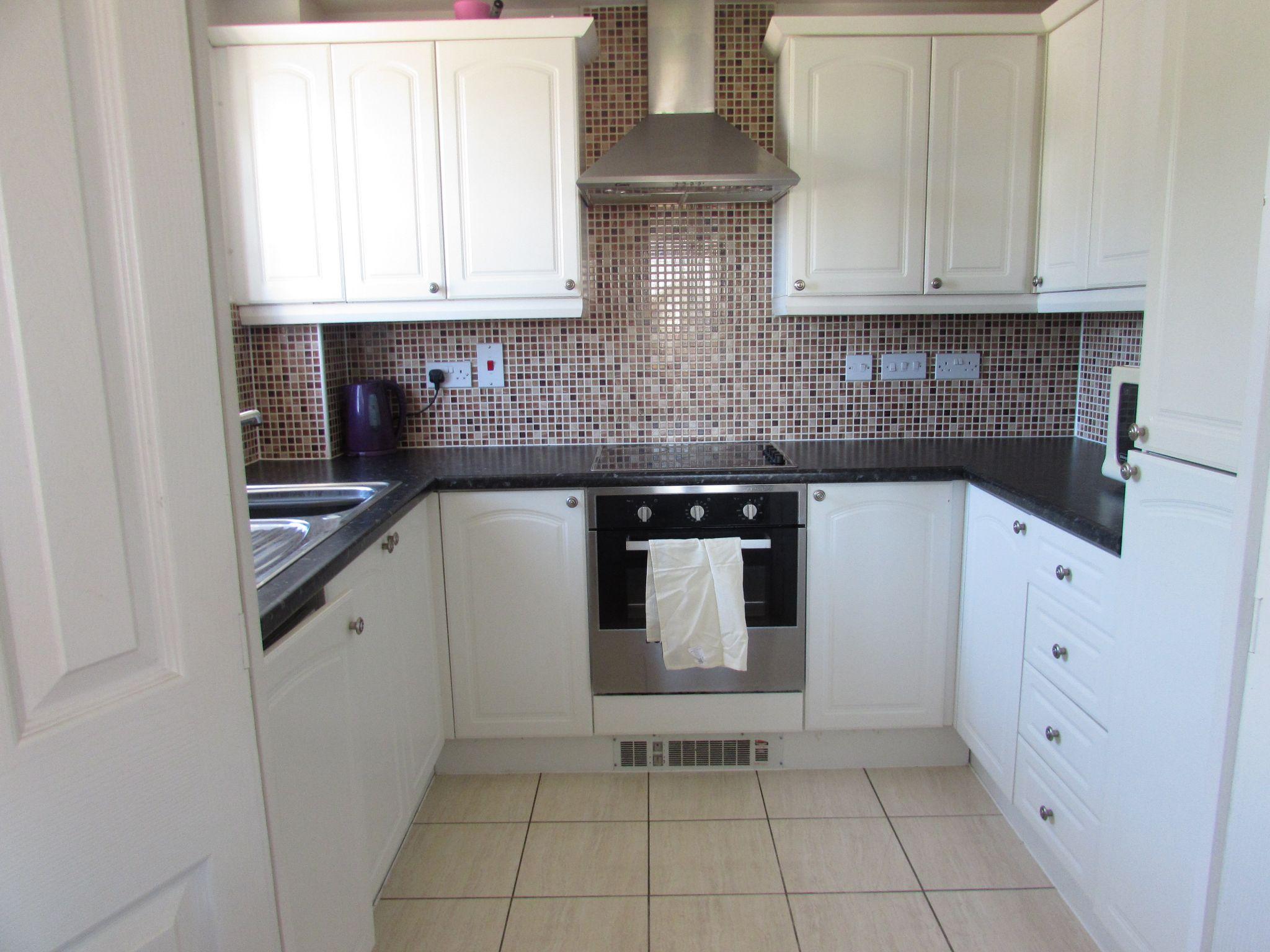 2 Bedroom Apartment Flat/apartment To Rent - kitchen