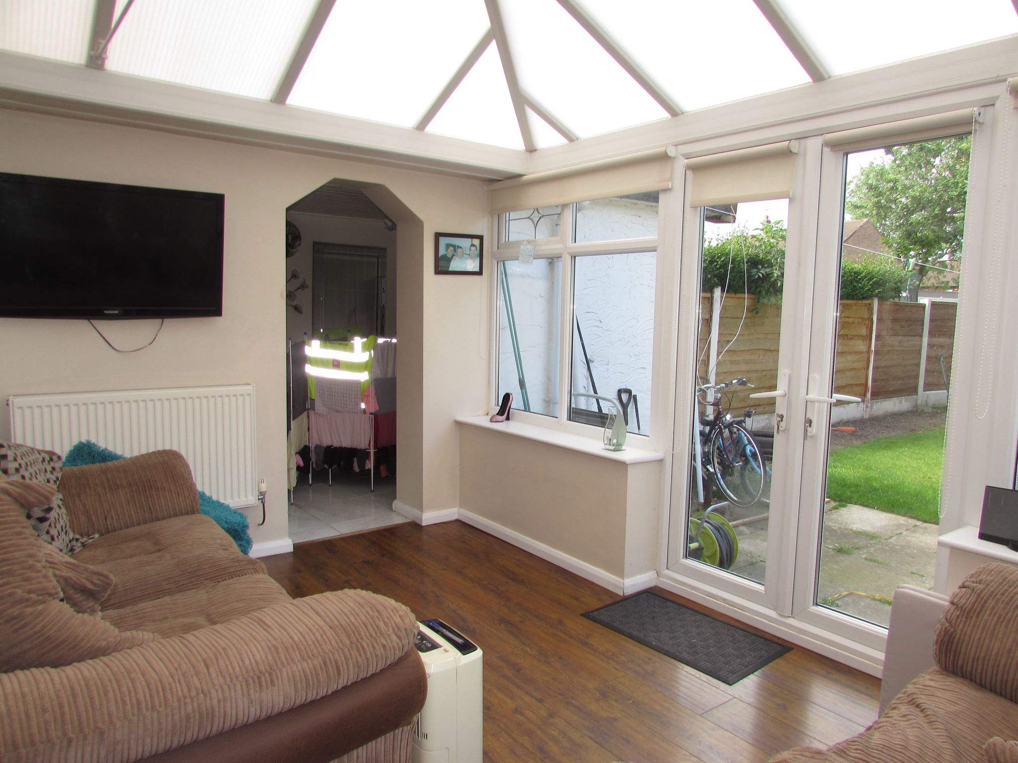 3 Bedroom Mid Terraced House For Sale - Conservatroy