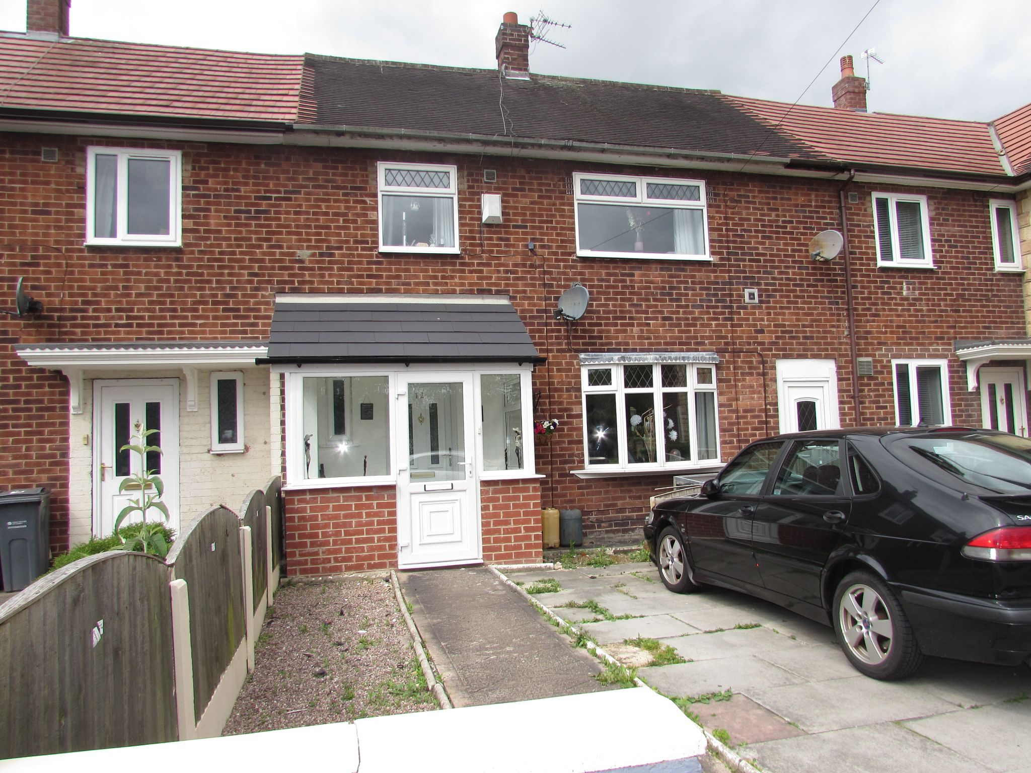 3 Bedroom Mid Terraced House For Sale - Front