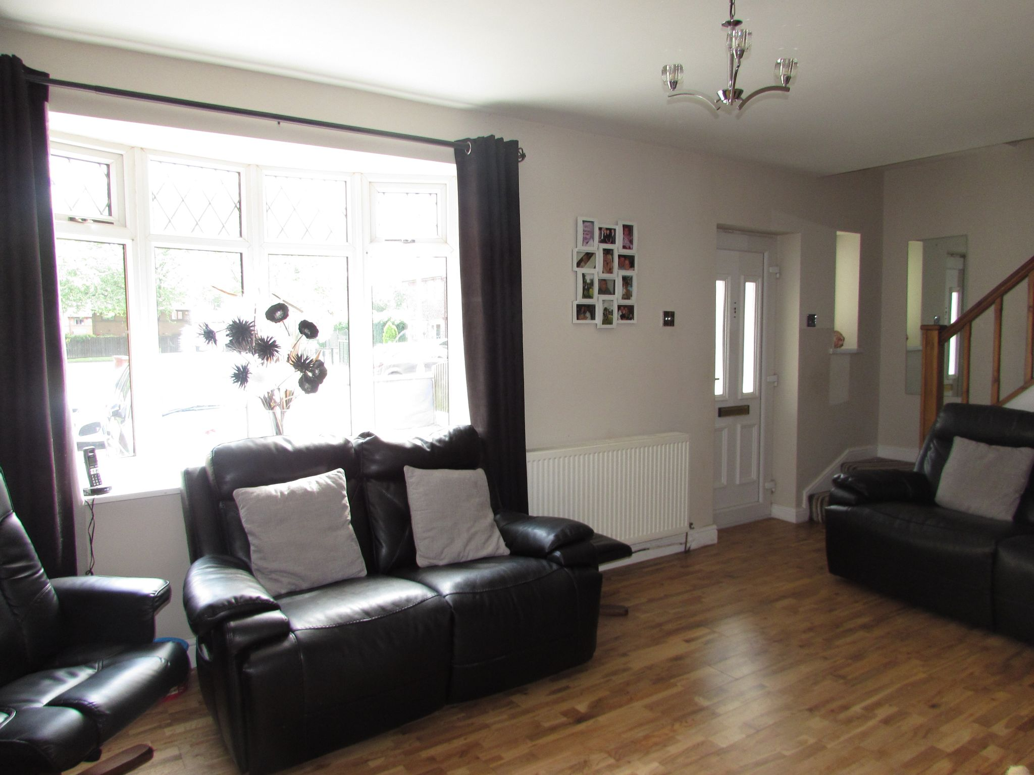 3 Bedroom Mid Terraced House For Sale - Loune