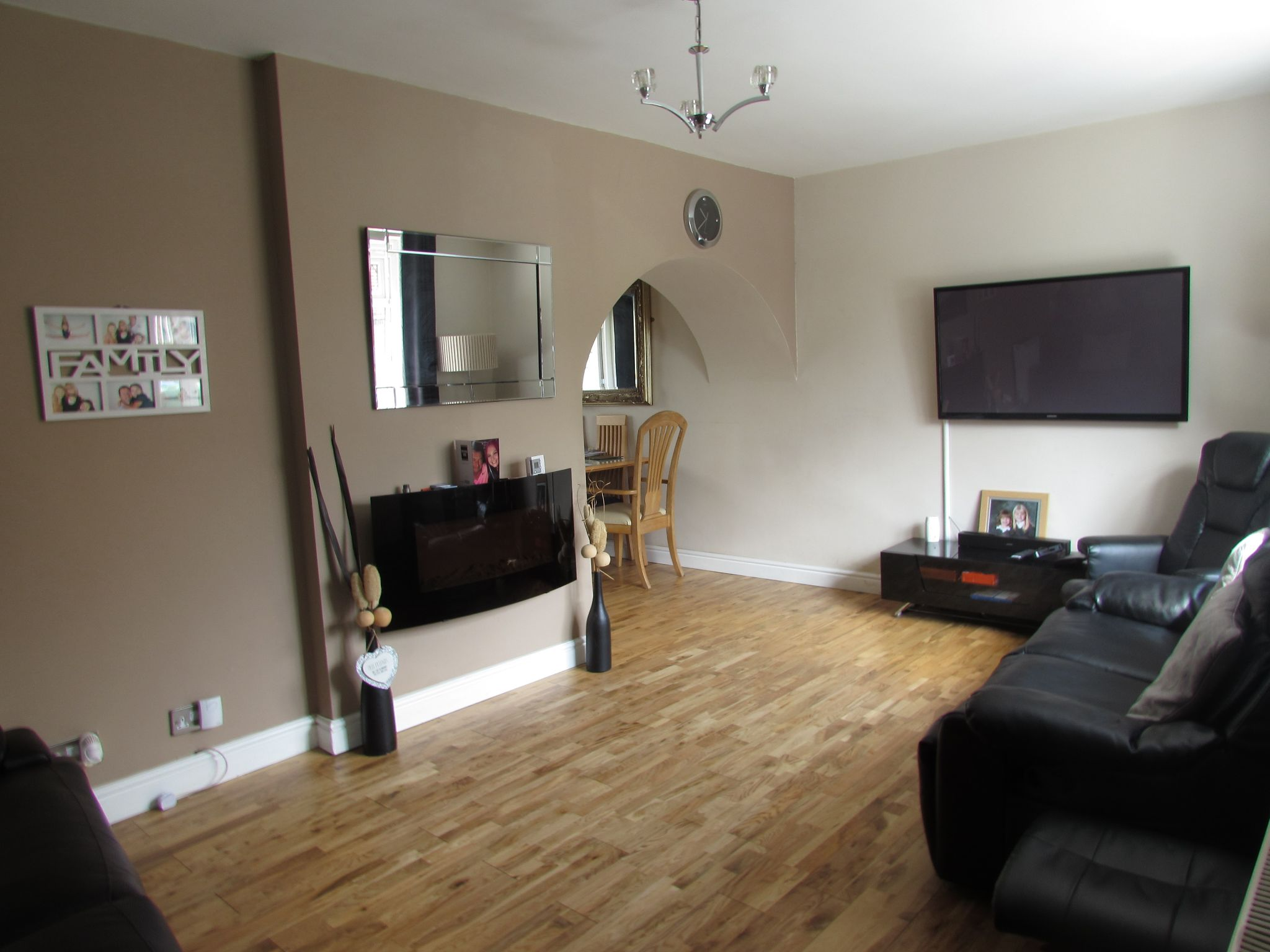 3 Bedroom Mid Terraced House For Sale - Lounge