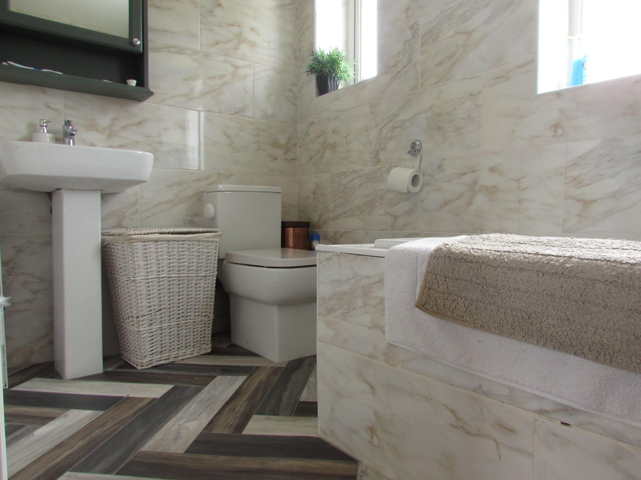 3 Bedroom Mid Terraced House For Sale - Bathroom