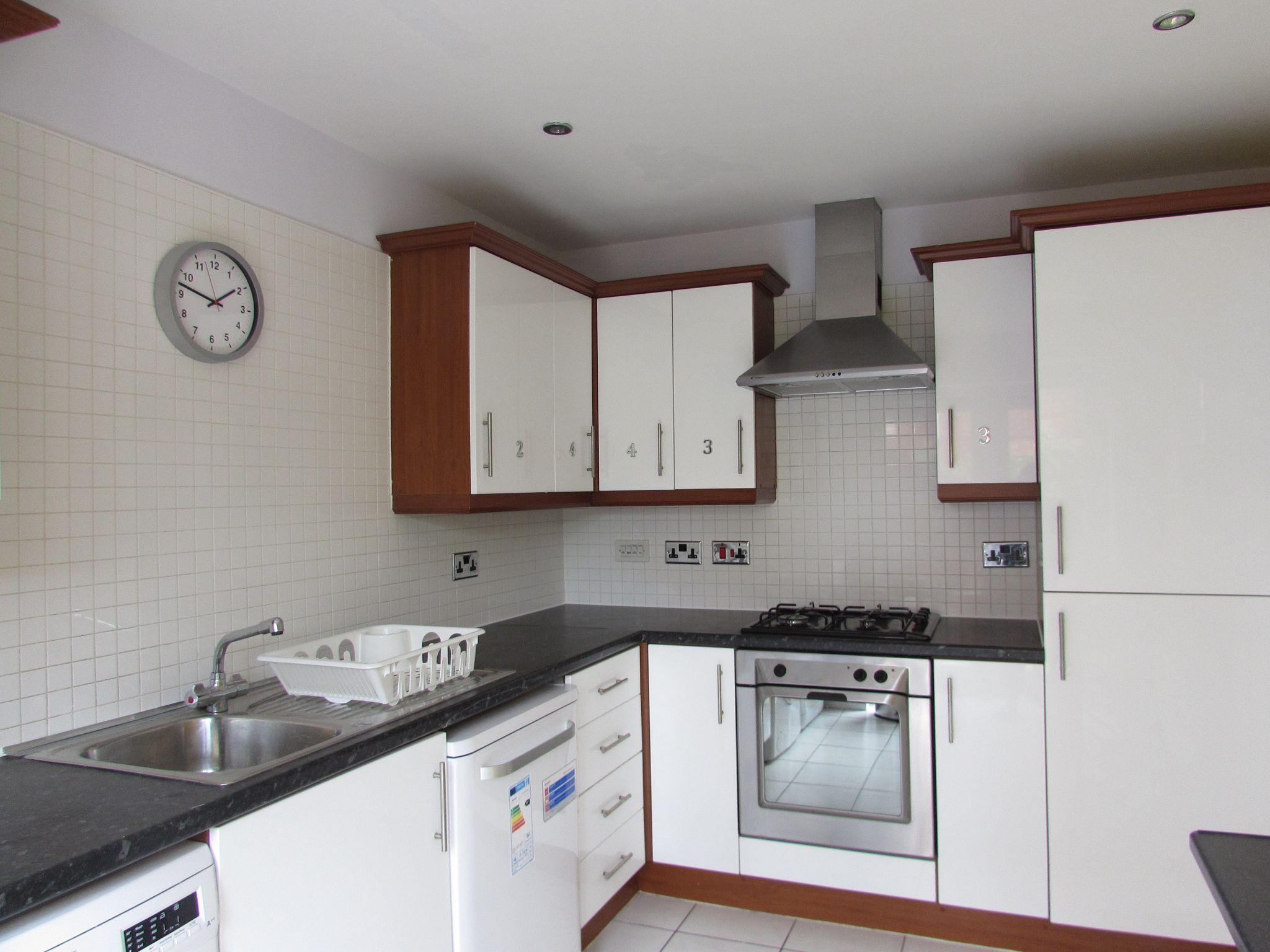 1 Bedroom Mid Terraced House To Rent - Kitchen