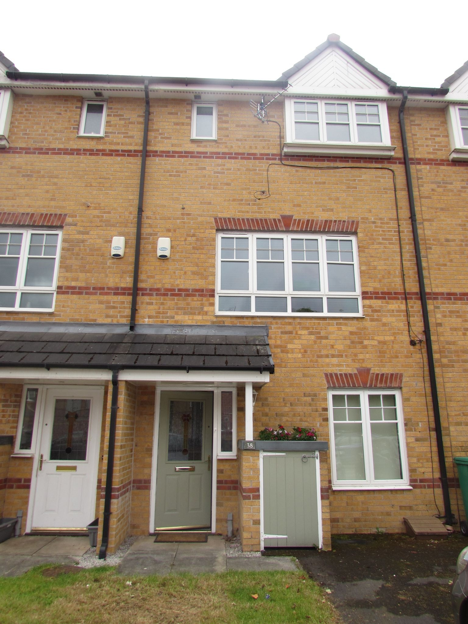 1 Bedroom Mid Terraced House To Rent - Front