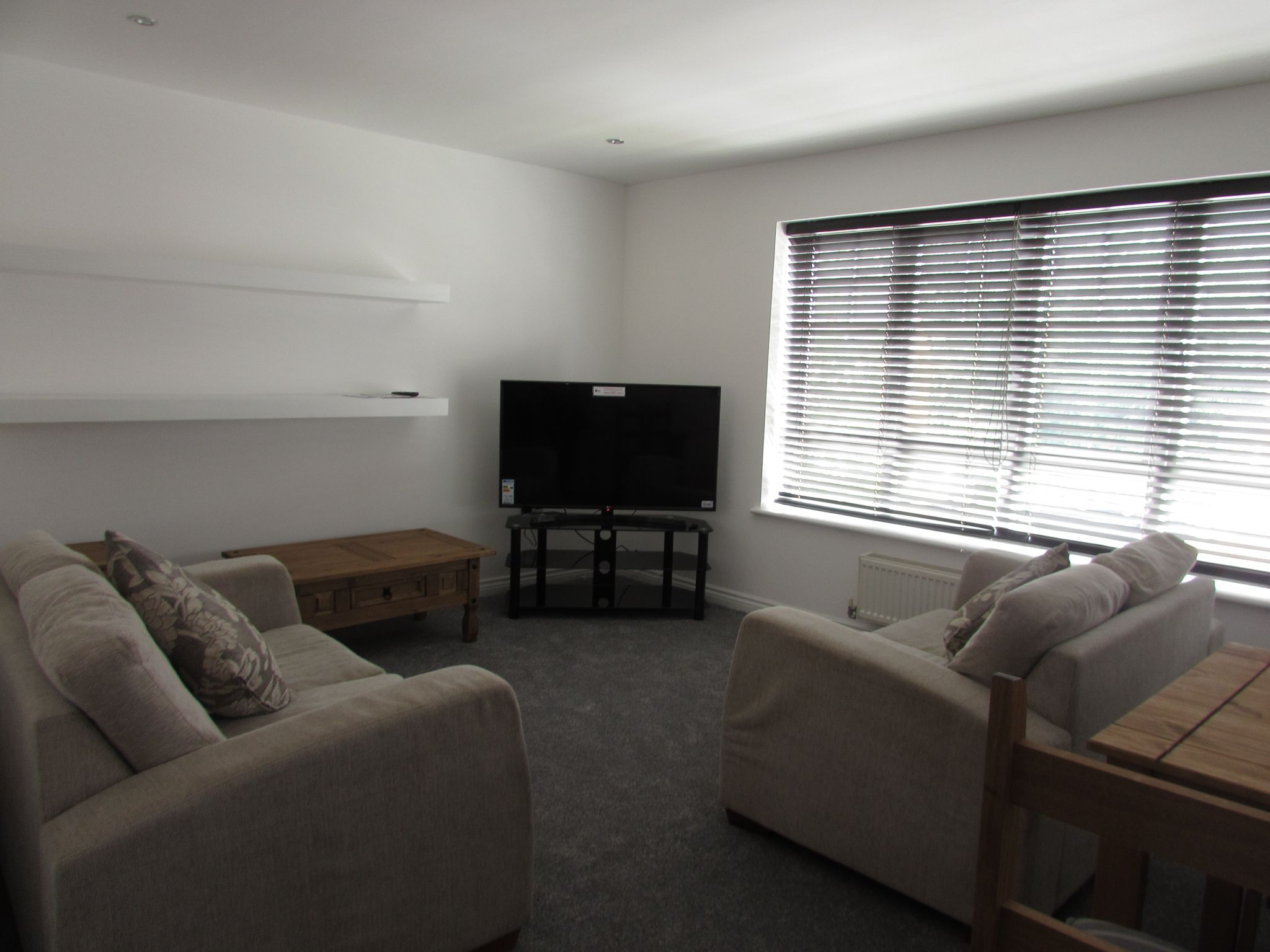 1 Bedroom Mid Terraced House To Rent - Communal Lounge