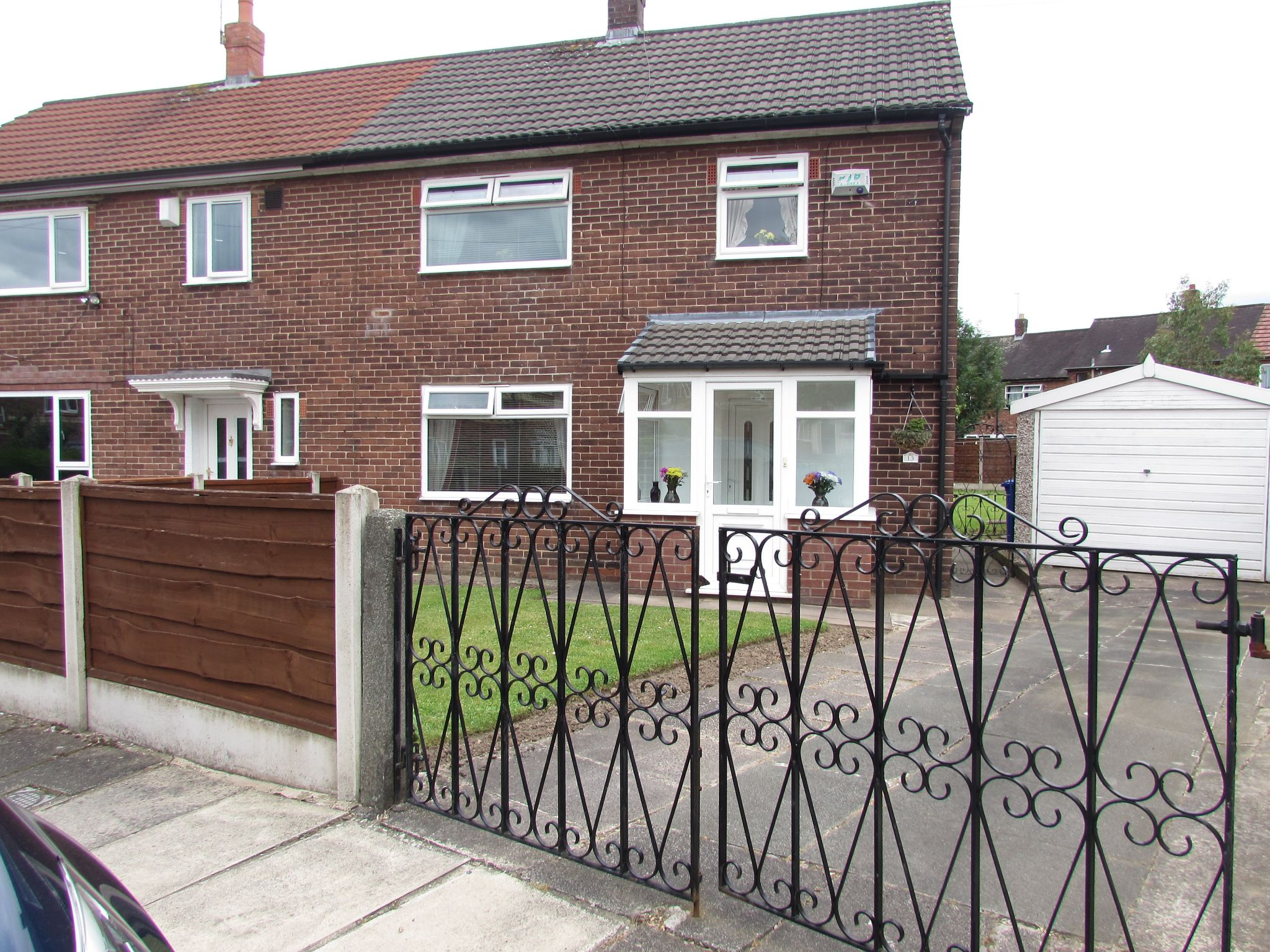 3 Bedroom End Terraced House For Sale - FRONT