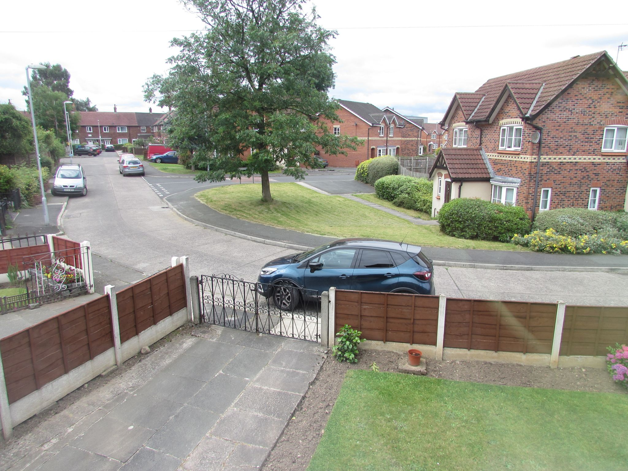 3 Bedroom End Terraced House For Sale - Front Out Look