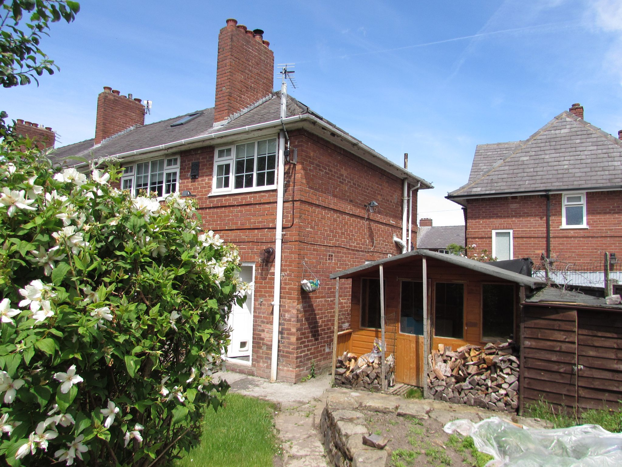 3 Bedroom Semi-detached House To Rent - Photograph 10