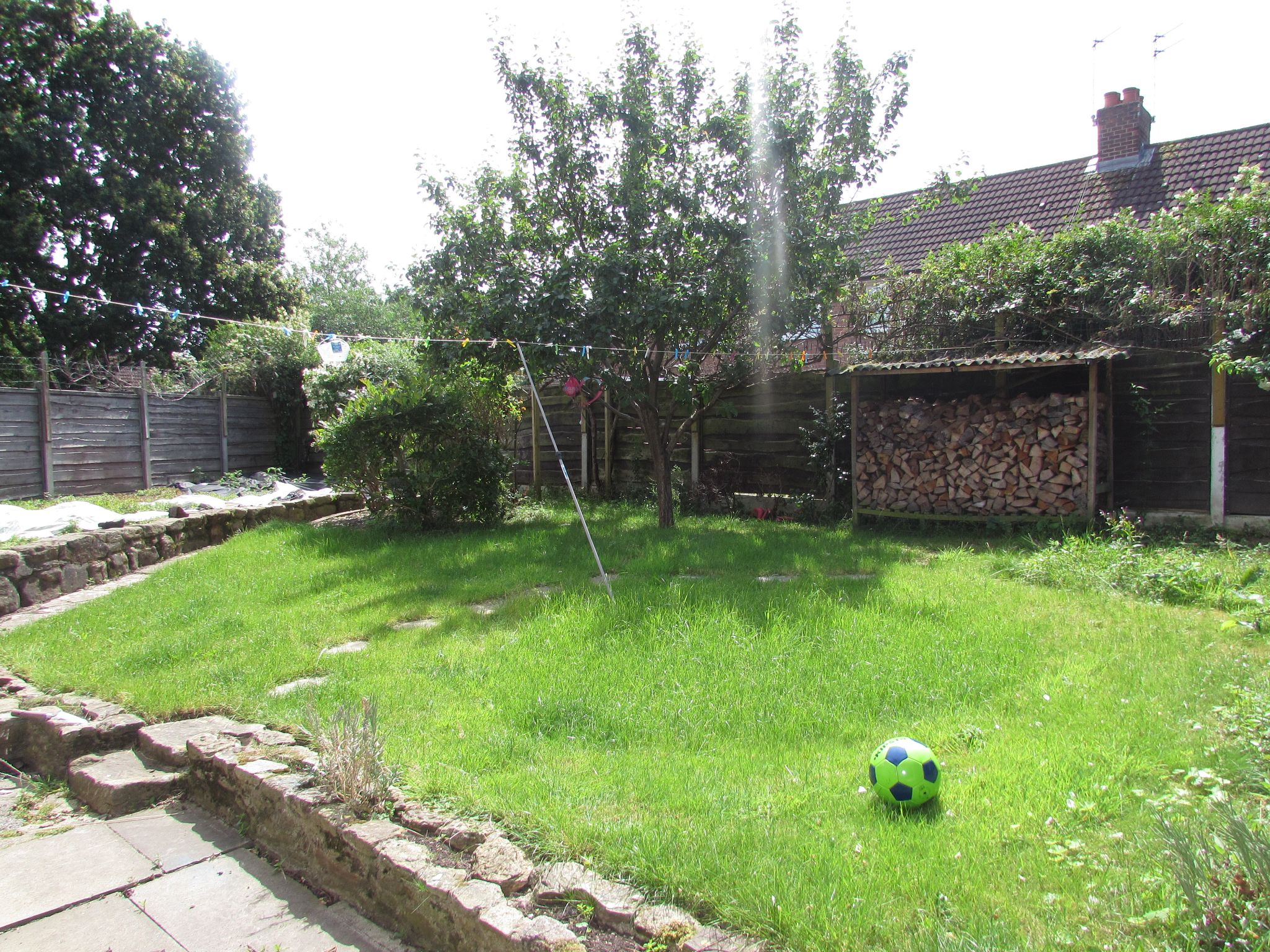 3 Bedroom Semi-detached House To Rent - Photograph 9