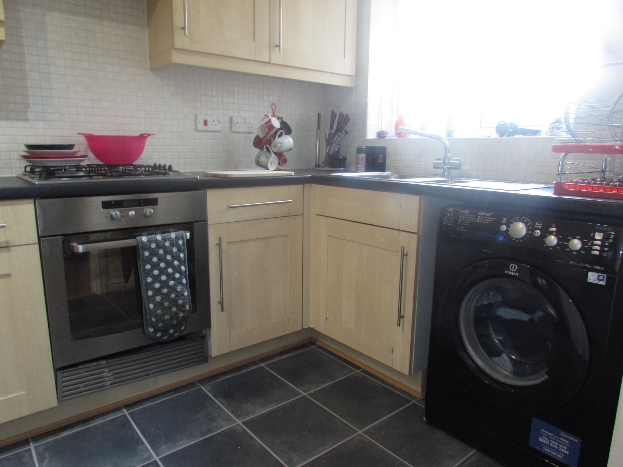 3 Bedroom Mews House To Rent - Kitchen