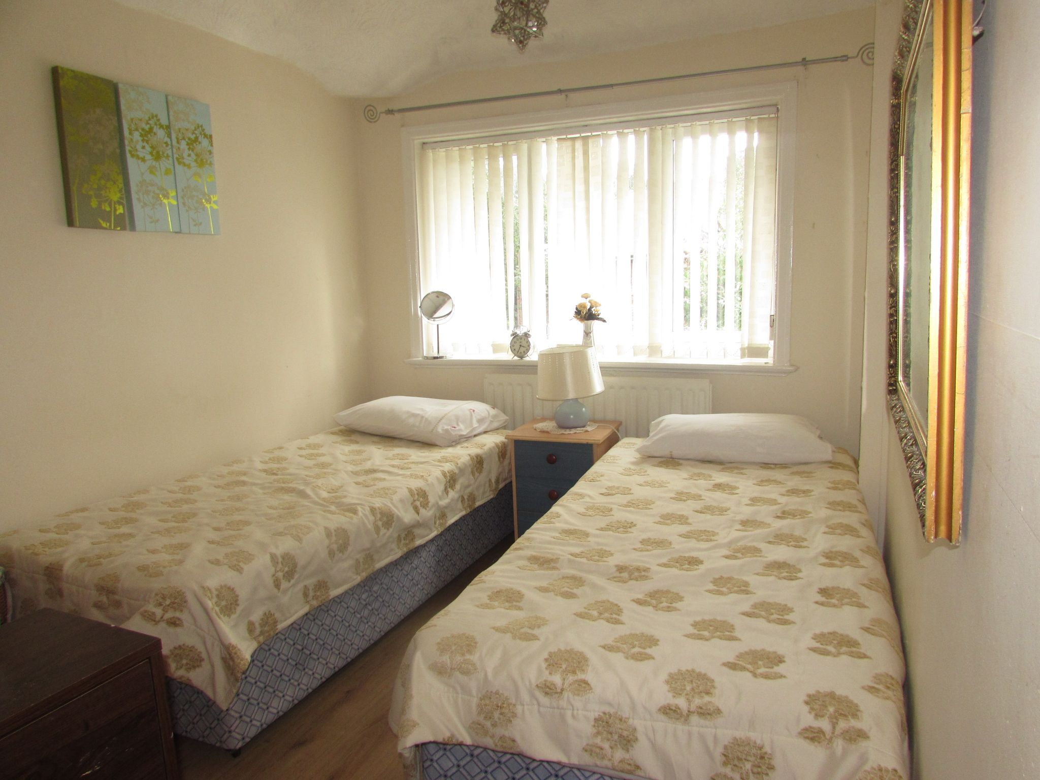 3 Bedroom Semi-detached House For Sale - Photograph 7