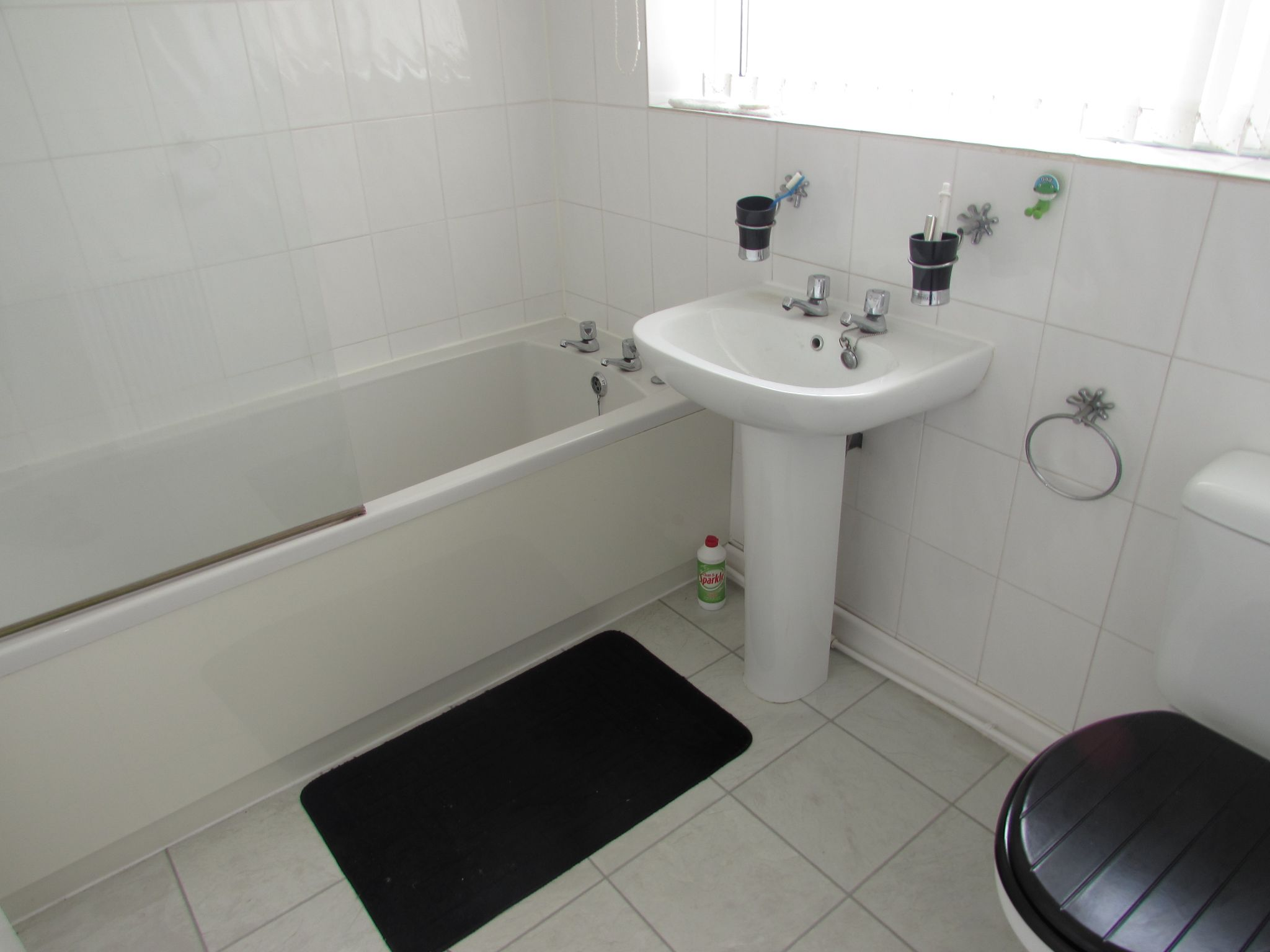 3 Bedroom End Terraced House To Rent - Photograph 9