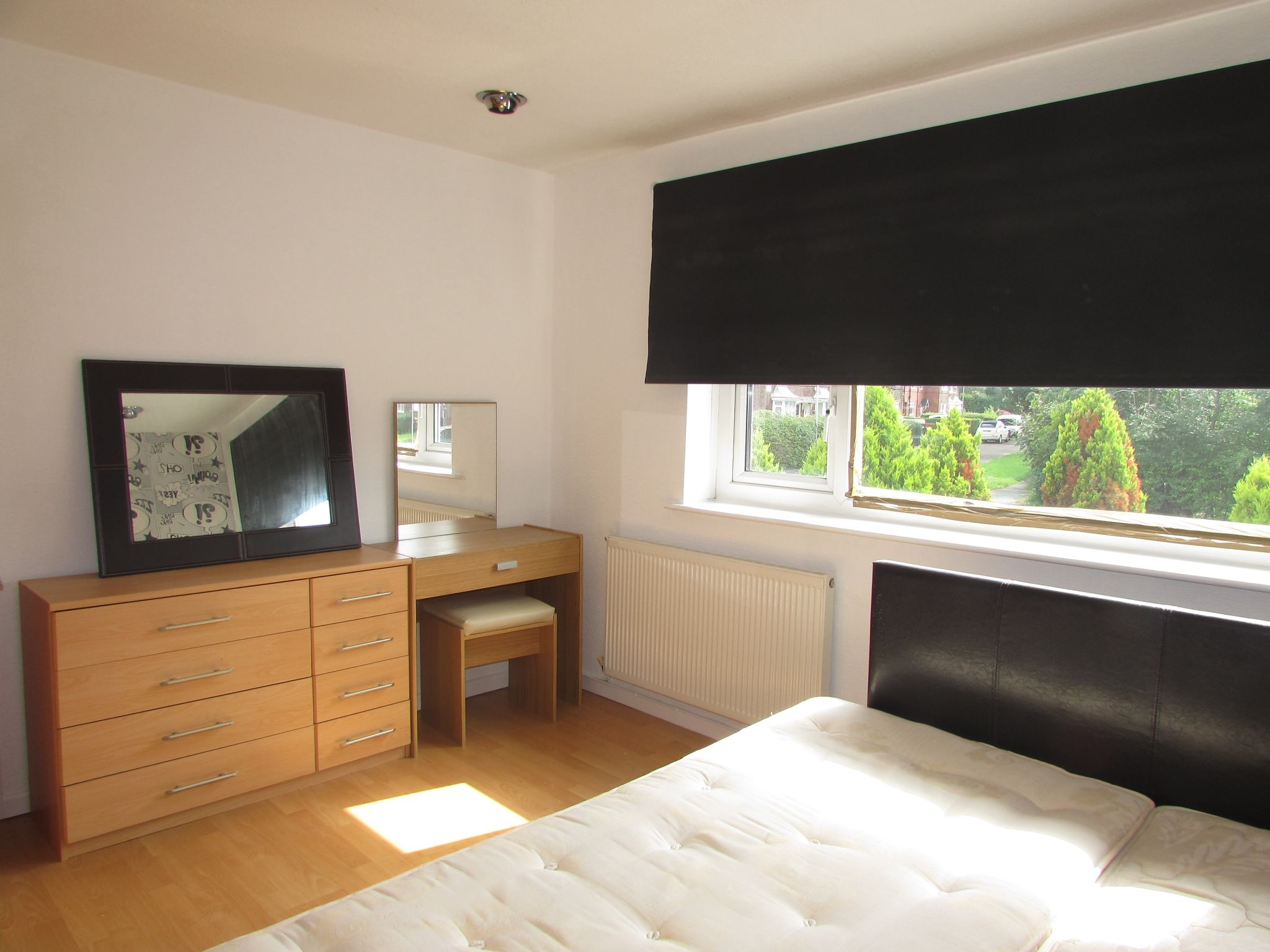 3 Bedroom End Terraced House To Rent - Photograph 6