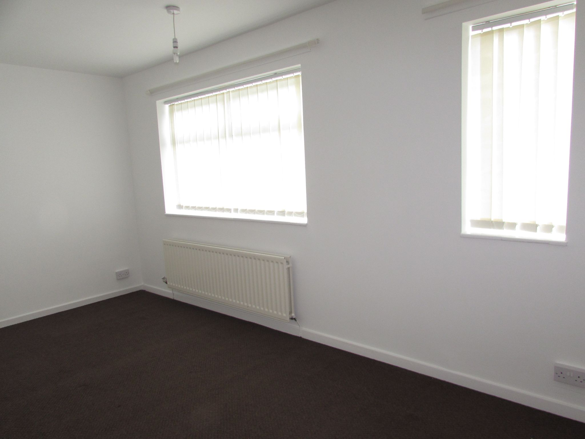 2 Bedroom End Terraced House To Rent - Photograph 8