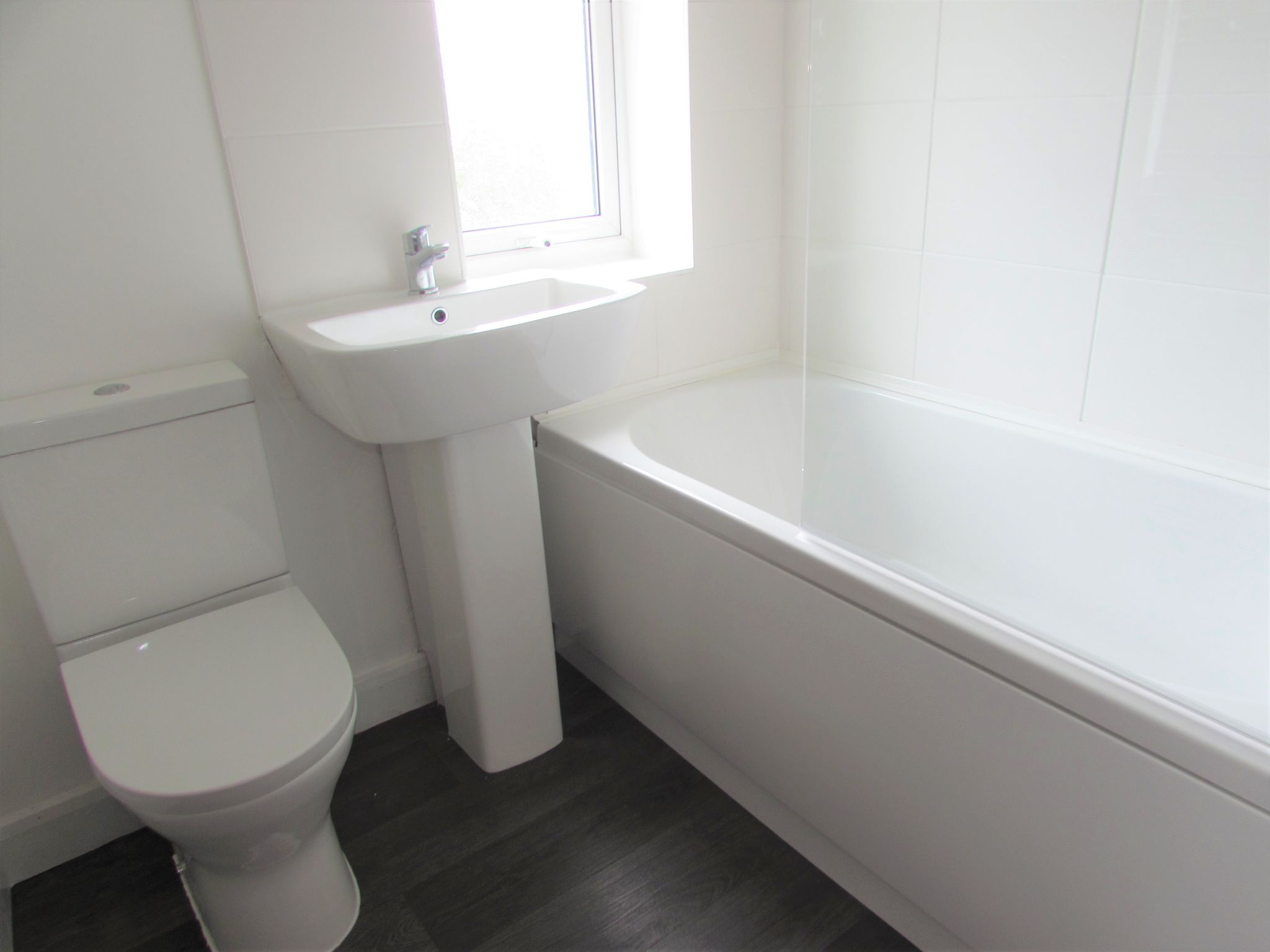 3 Bedroom End Terraced House For Sale - Bathroom
