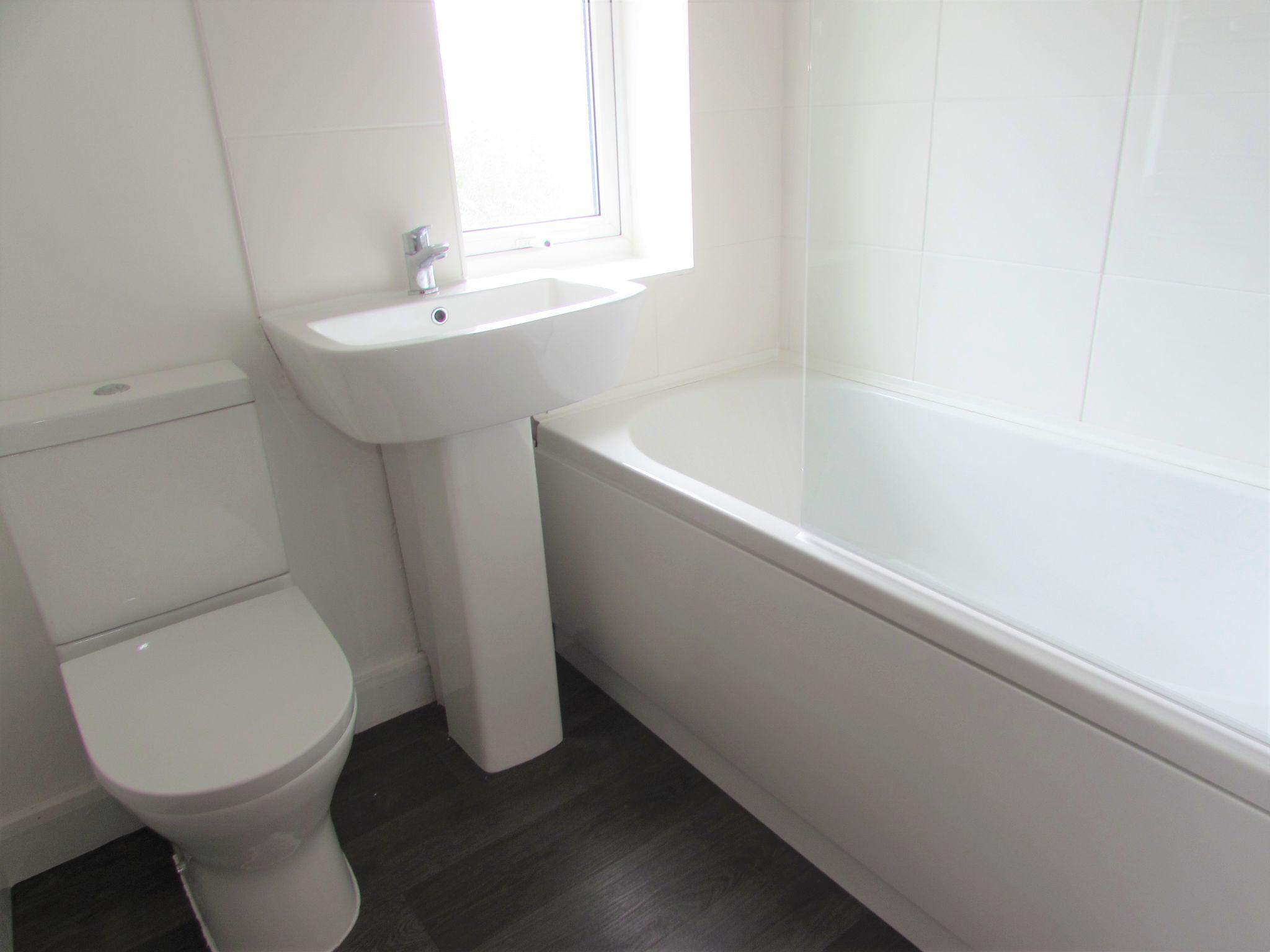 3 Bedroom End Terraced House For Sale - Bathroom