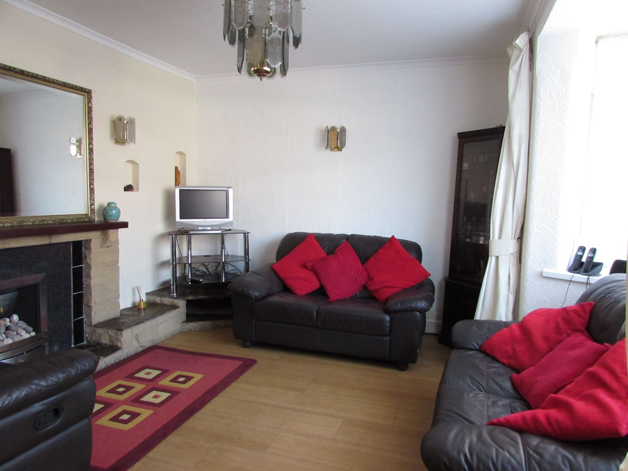 3 Bedroom Semi-detached House For Sale - livingroom
