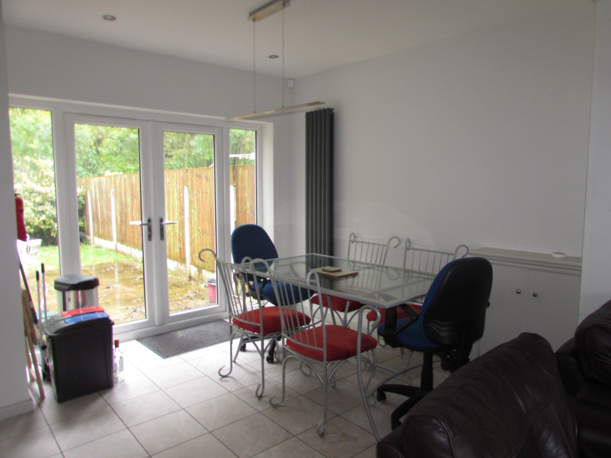 1 Bedroom Semi-detached House To Rent - Photograph 3