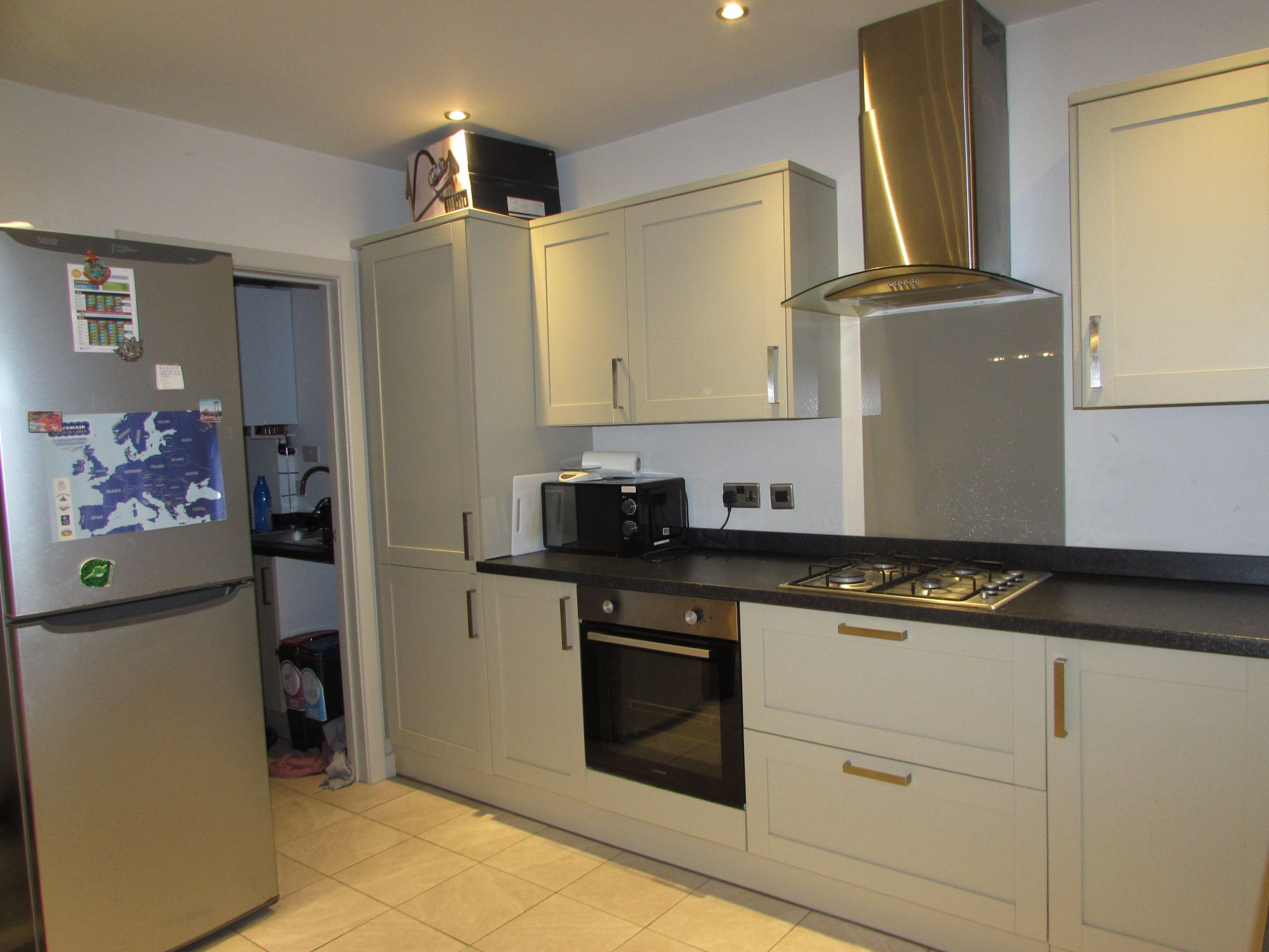 1 Bedroom Shared House To Rent - Photograph 3