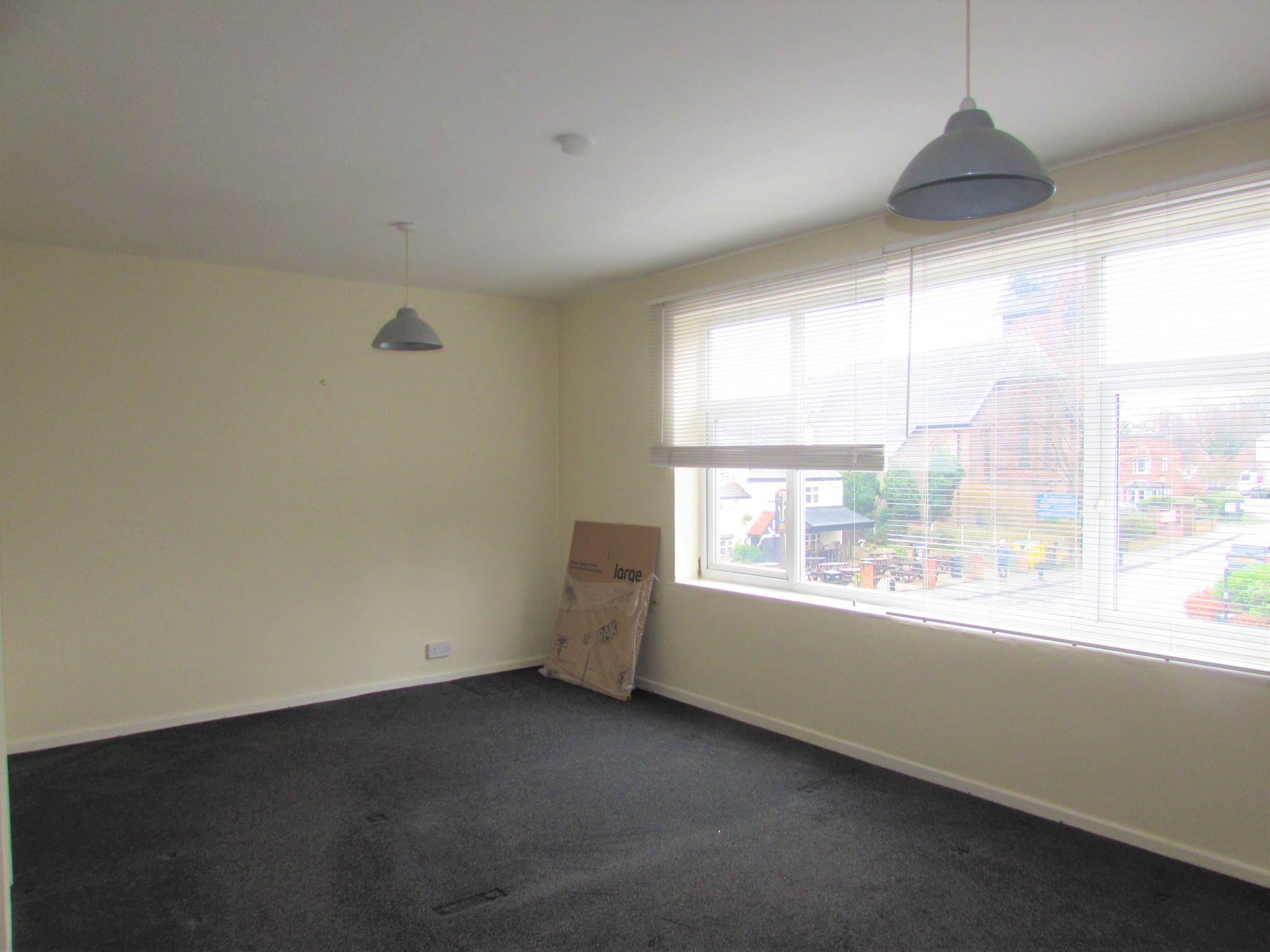 2 Bedroom Duplex Flat/apartment To Rent - Living area