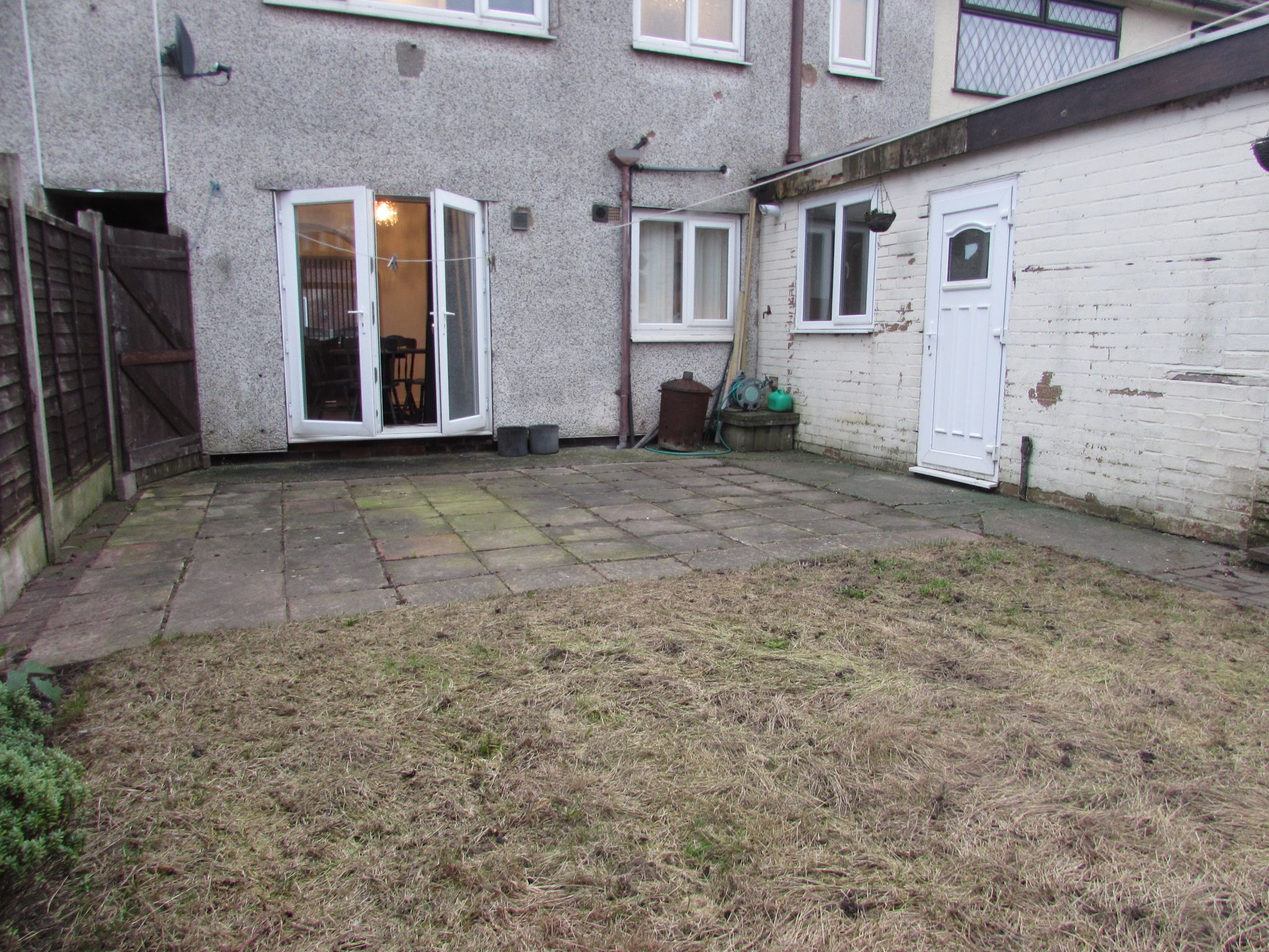 3 Bedroom Mid Terraced House For Sale - Photograph 8
